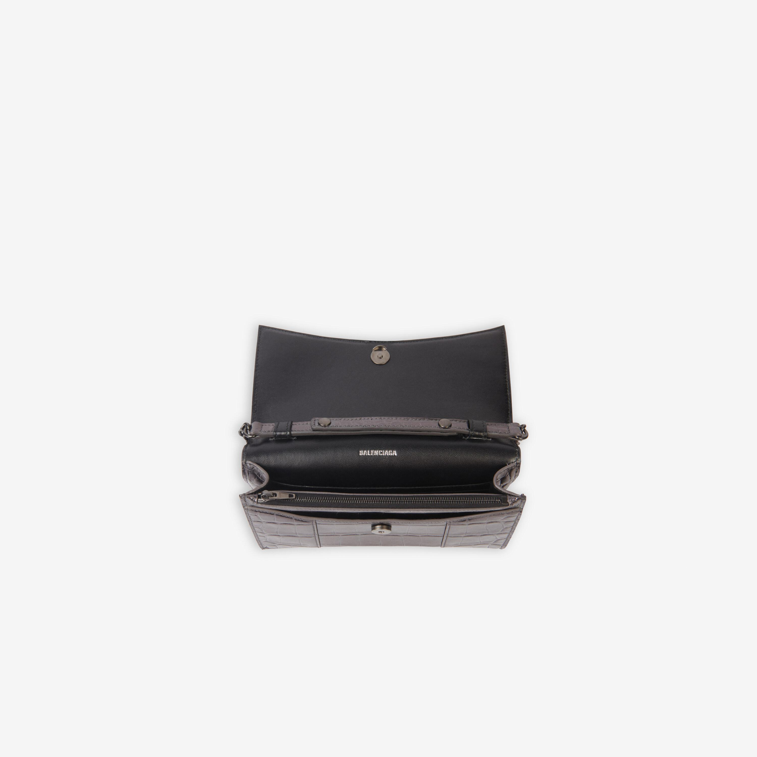 Hourglass Wallet With Chain 4