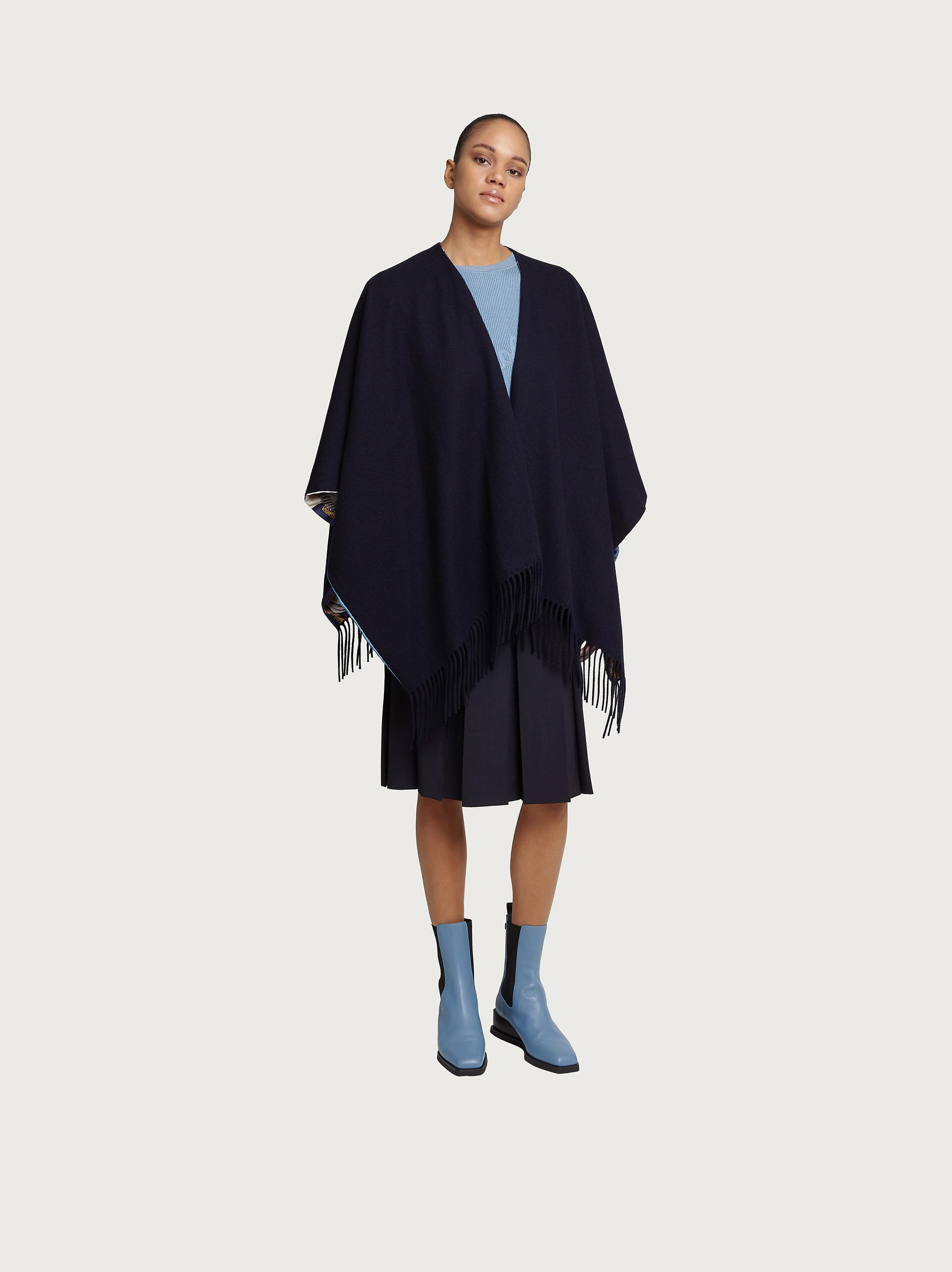 DOUBLE SIDED CAPE
