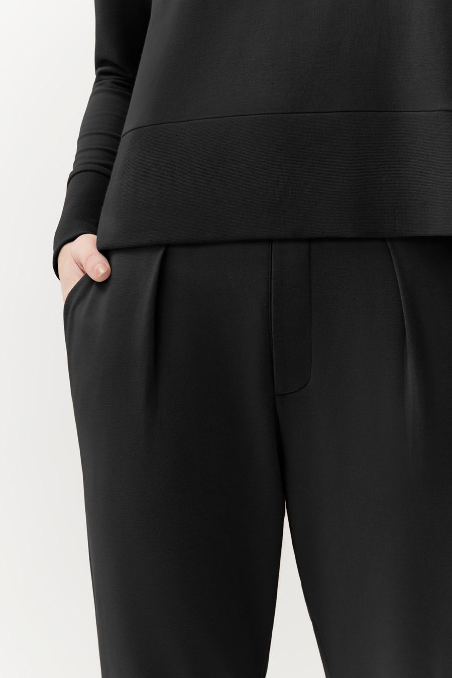 Women's French Terry Pleated Front Pant in Black   Size: 4
