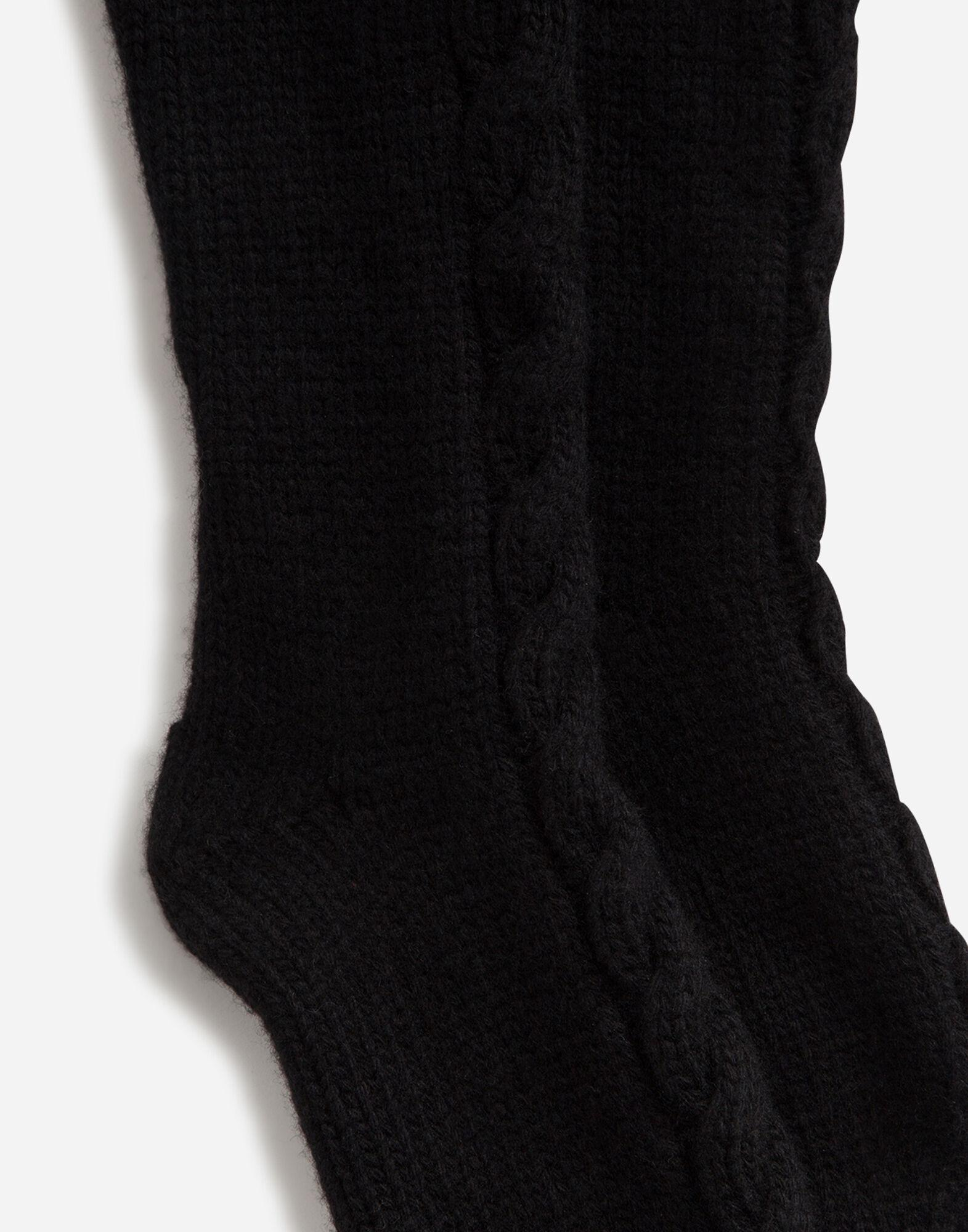 Cable-knit wool socks 1