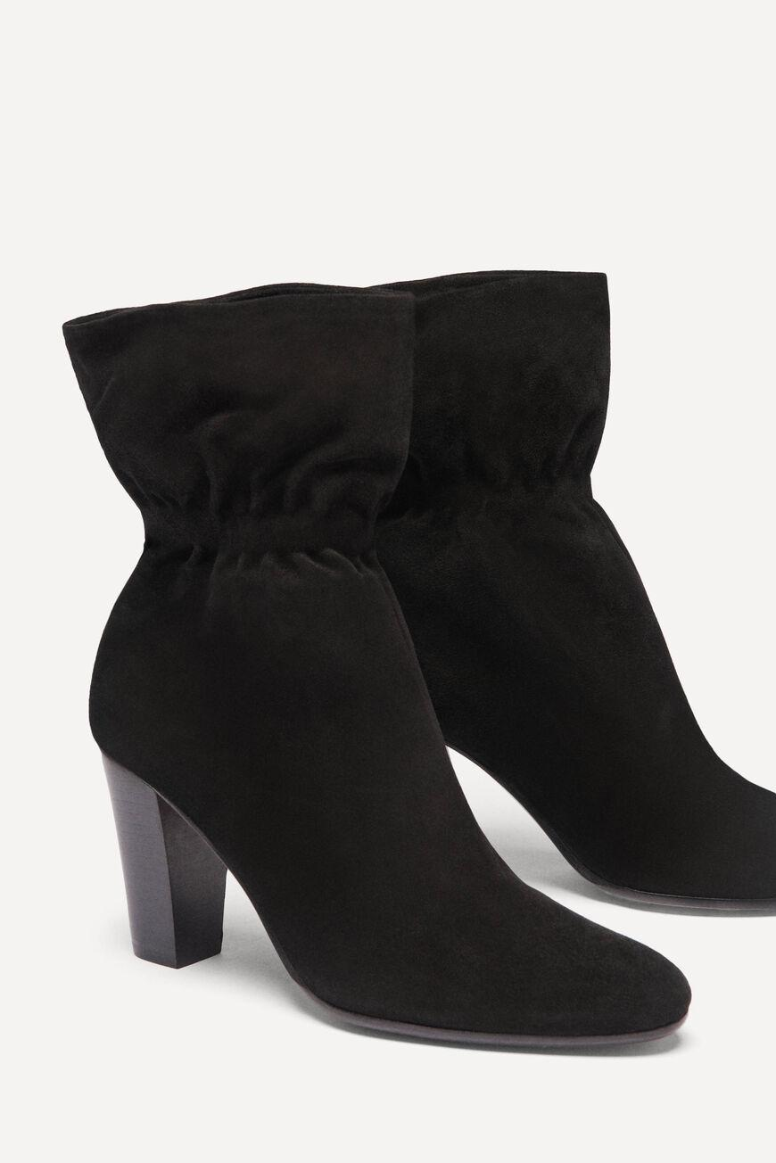 chica.LOW BOOTS WITH HEEL 1