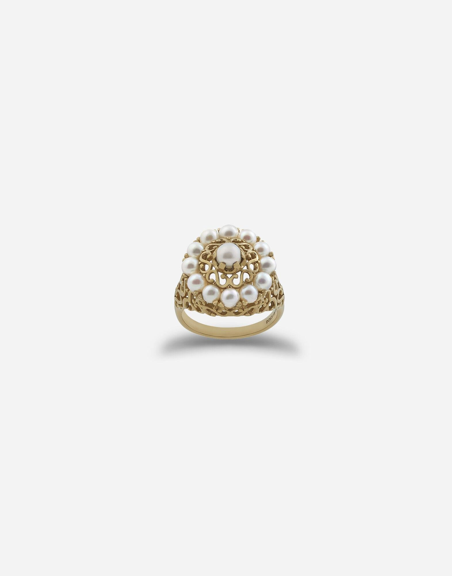 Romance ring in yellow gold and pearls