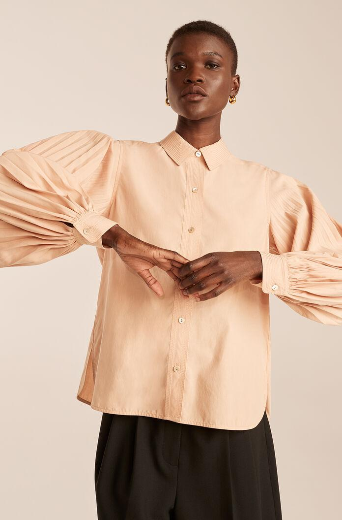 PLEATED LONG SLEEVE BUTTON DOWN