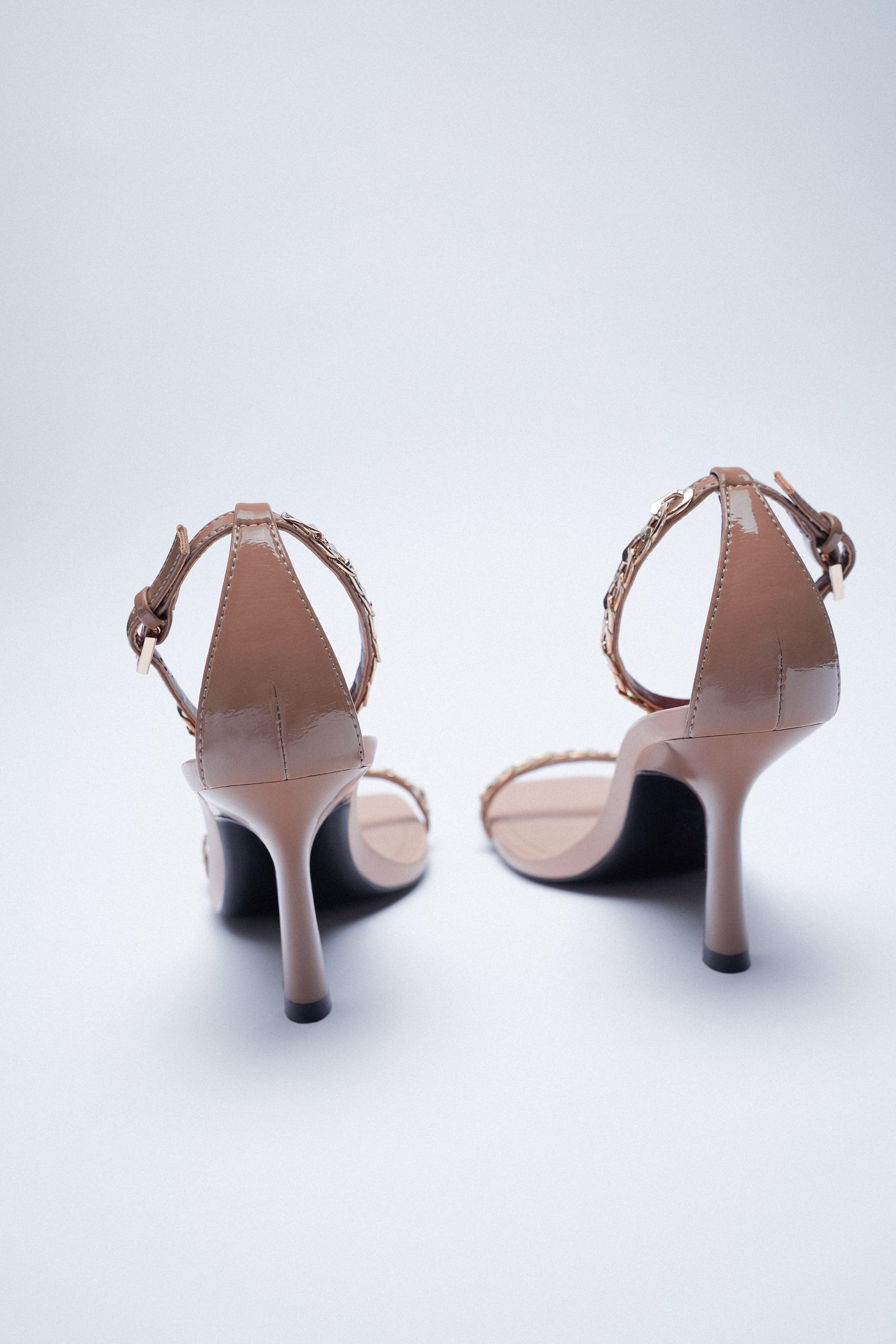 HIGH HEELED SANDALS WITH CHAIN 5