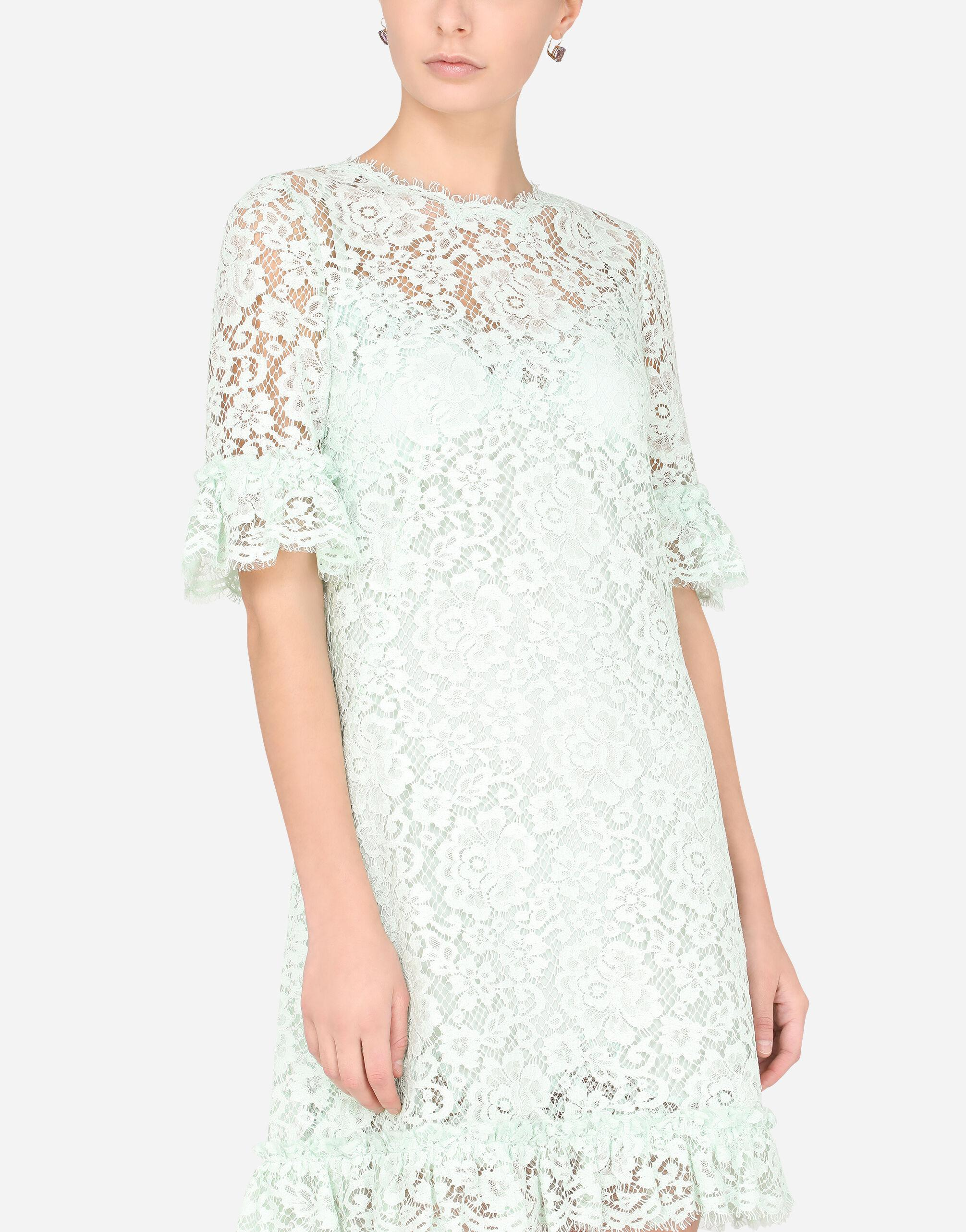 Short lace dress with ruching 2