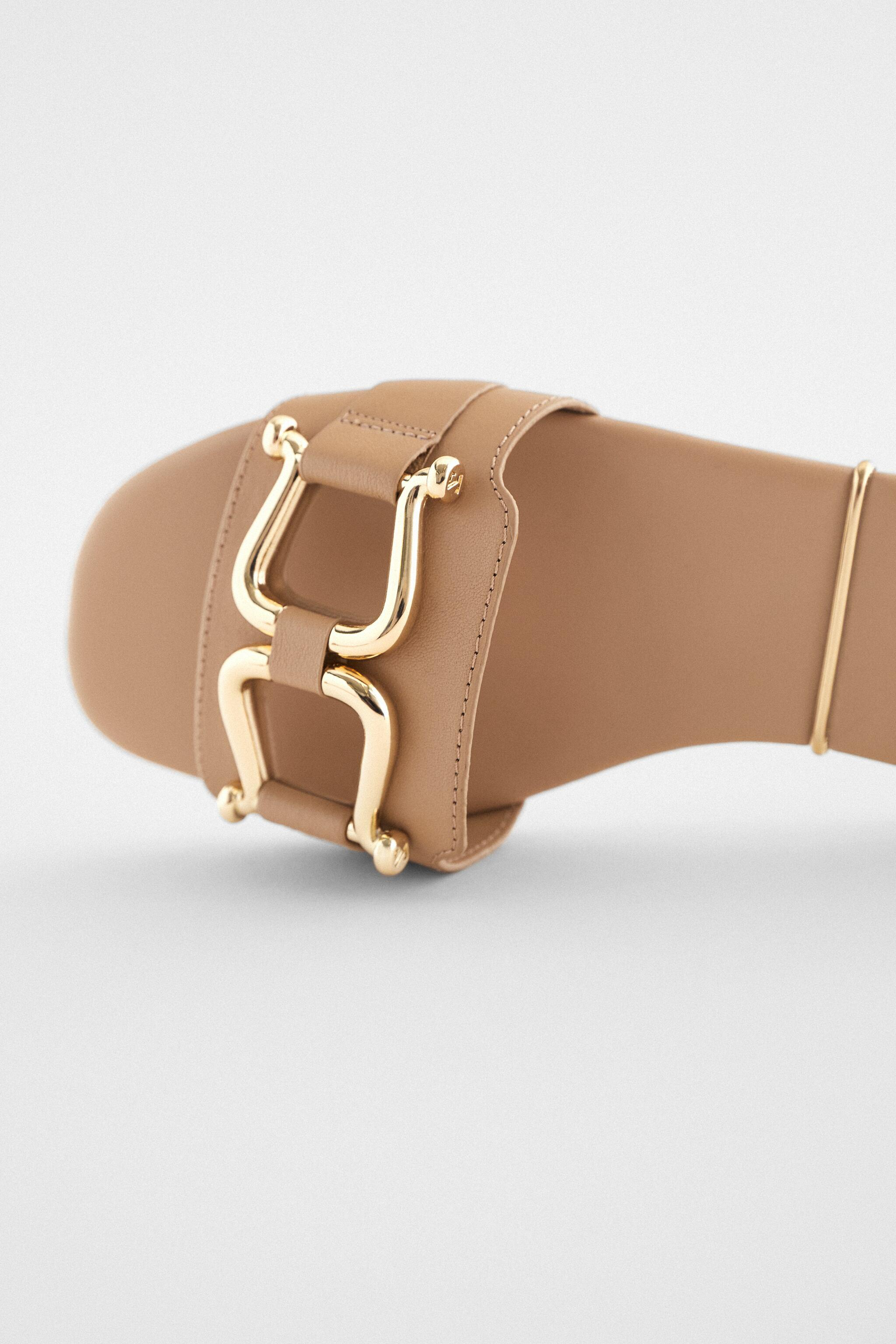 FLAT LEATHER SANDALS WITH GOLD SADDLE DETAIL 4