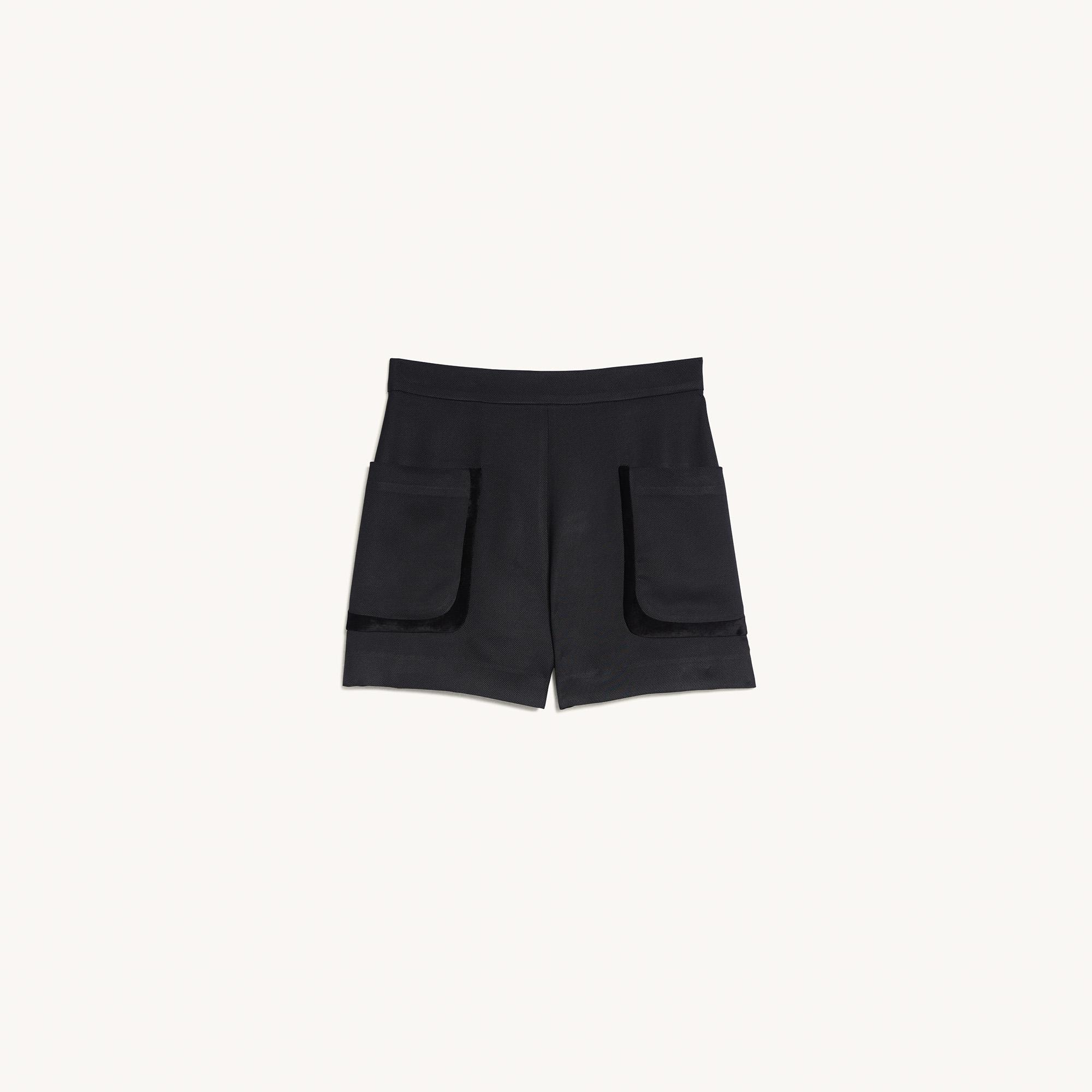 Shorts with large patch pockets 5