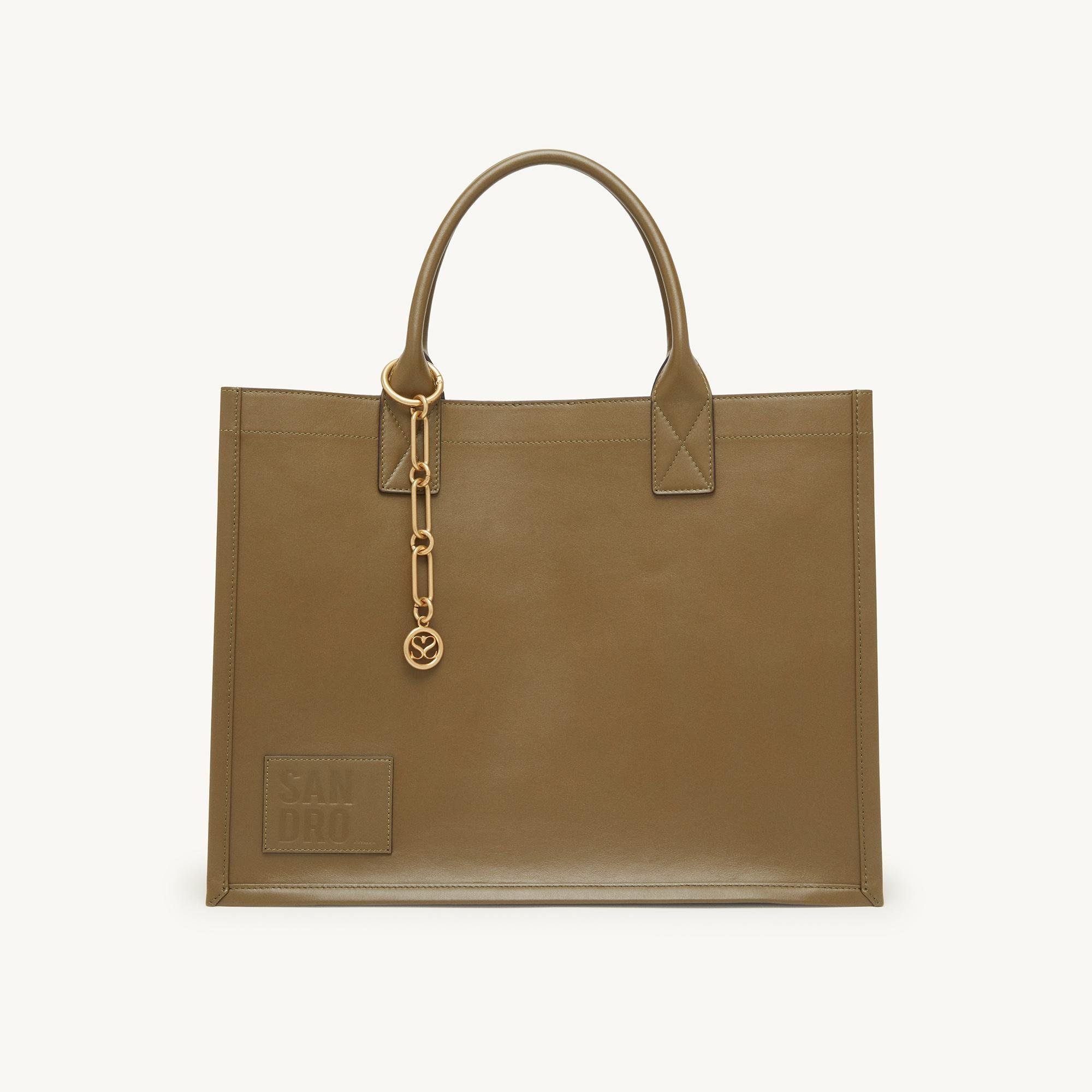 Leather tote bag with chain jewellery 1