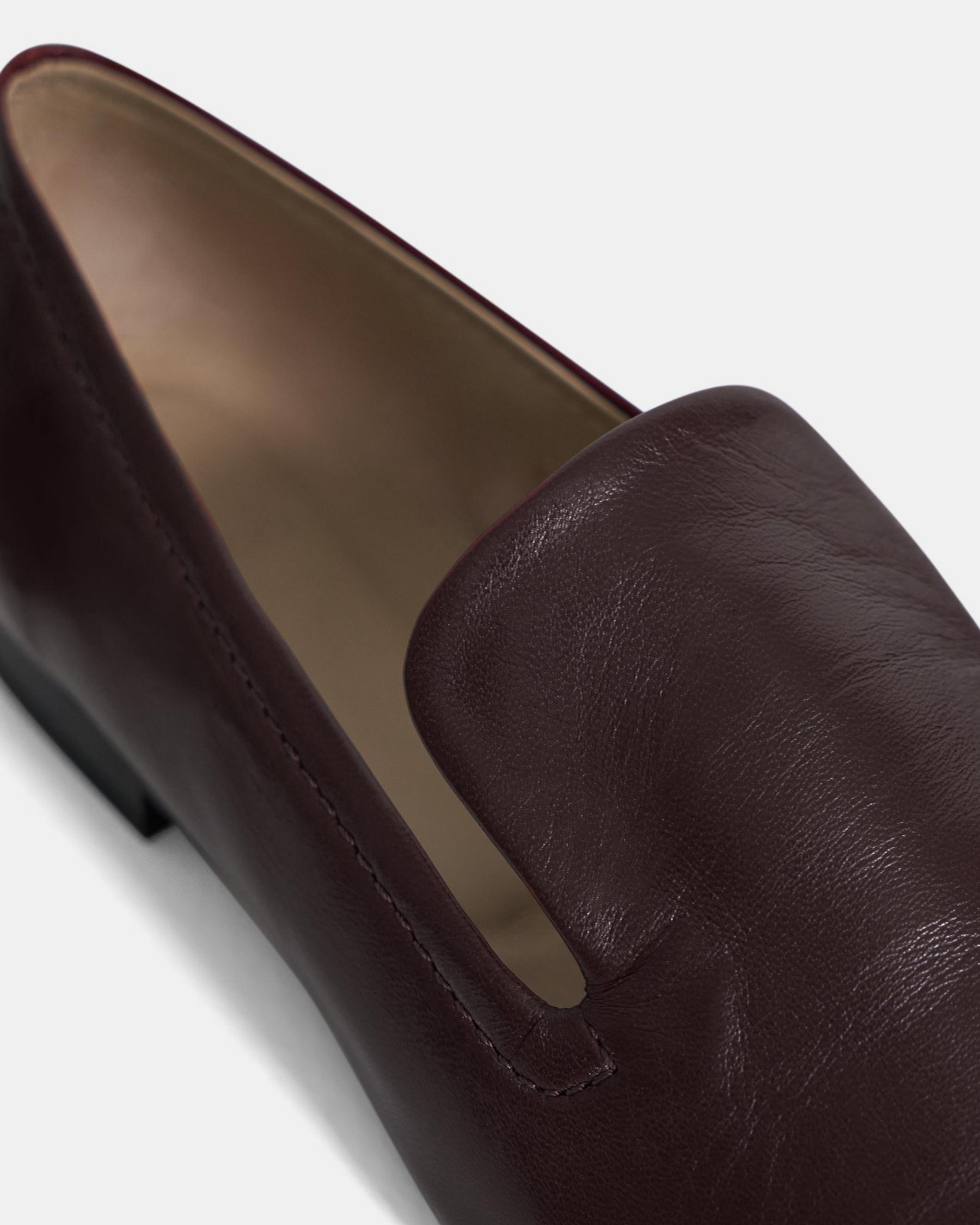Pointed Loafer in Leather 5