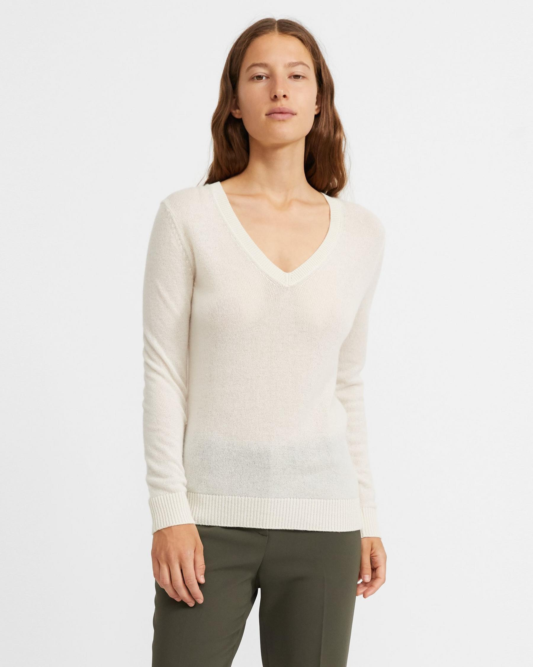 V-Neck Sweater in Feather Cashmere 4