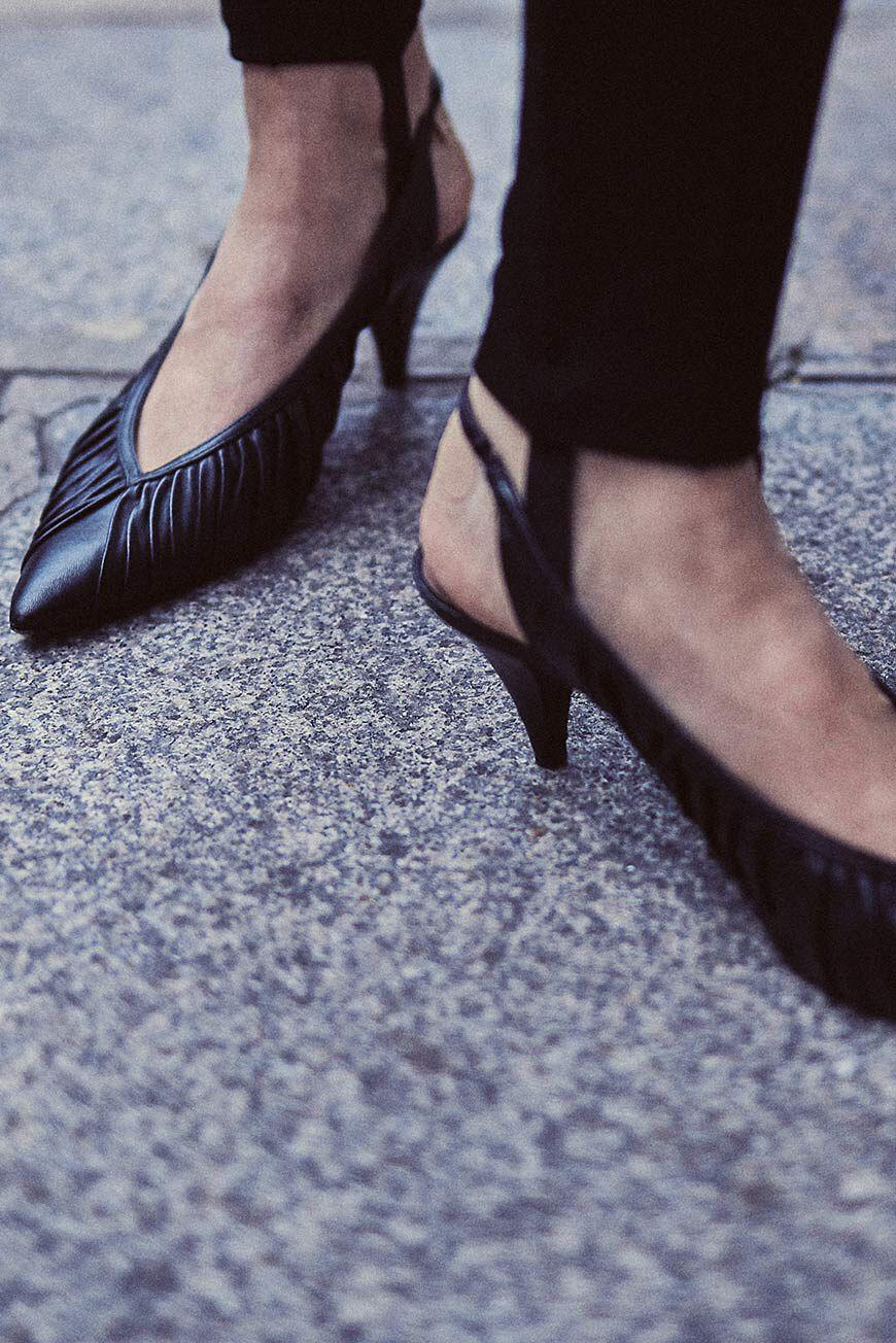 cherry.POINTED TOE PUMPS 3