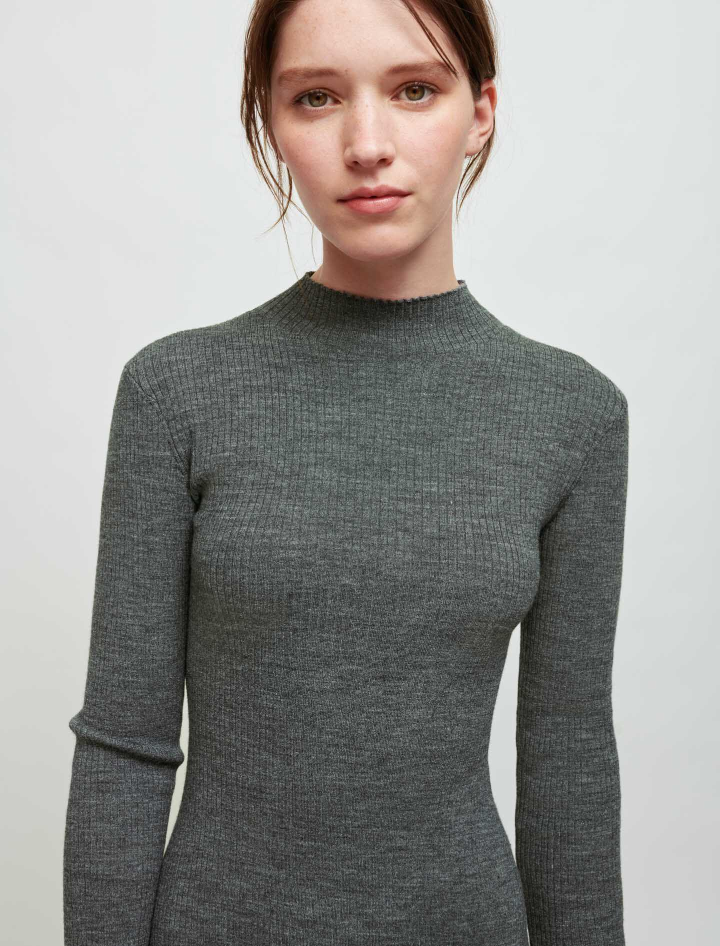 KNITTED SLIT DRESS WITH PIERCINGS 3