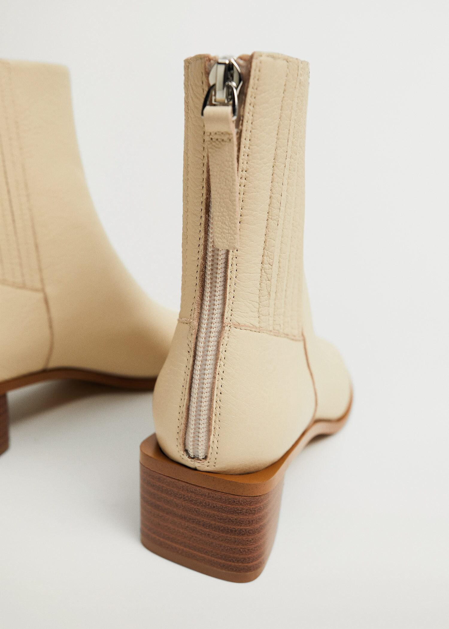 Zipped leather ankle boots 2