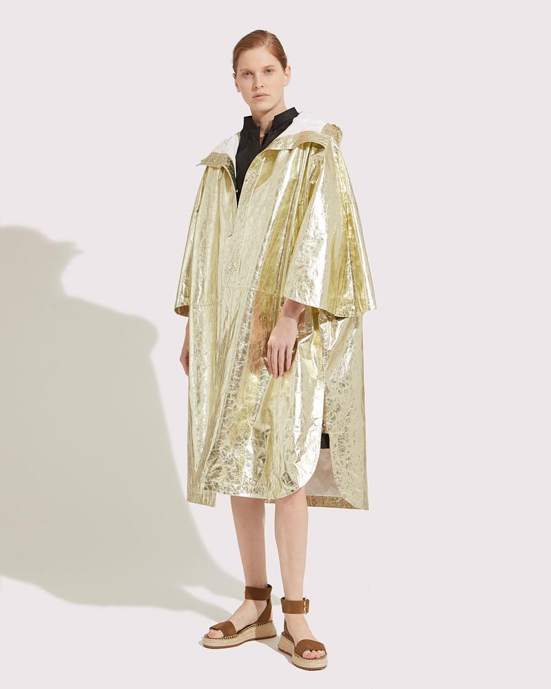 Oversized cape in paper Leather 2