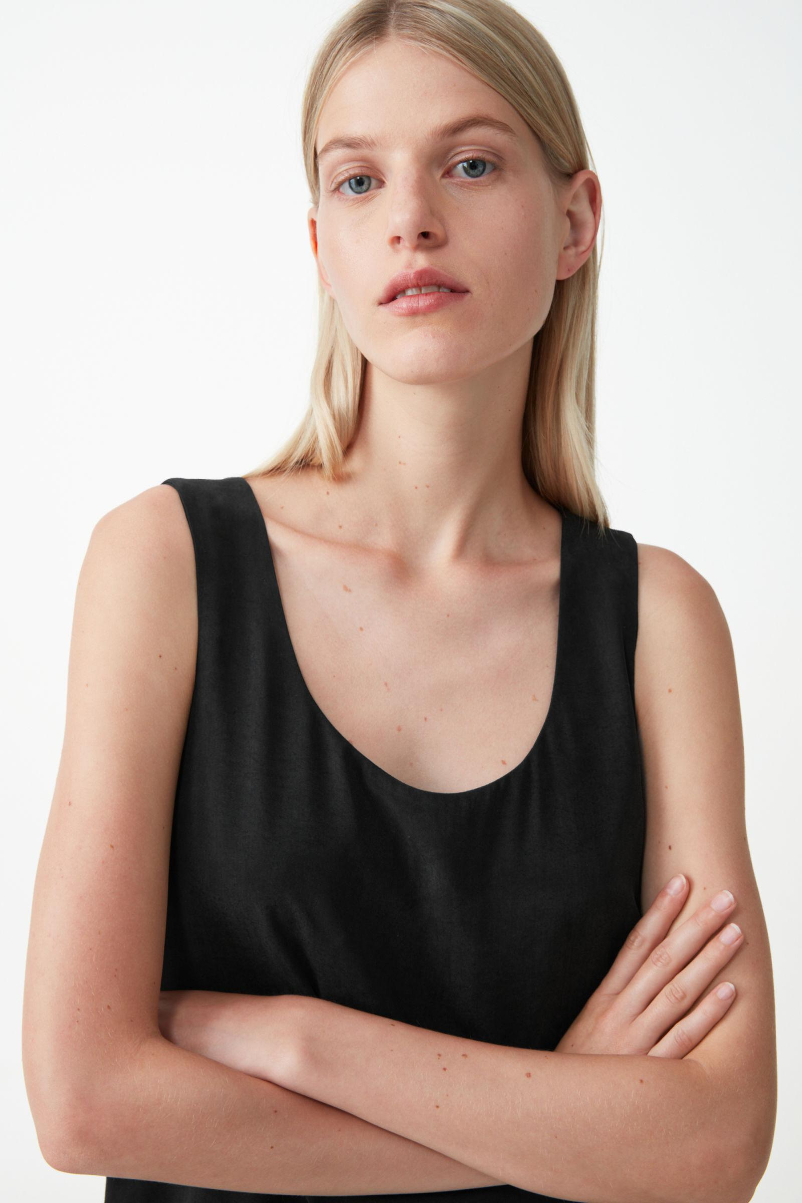 RELAXED VEST TOP