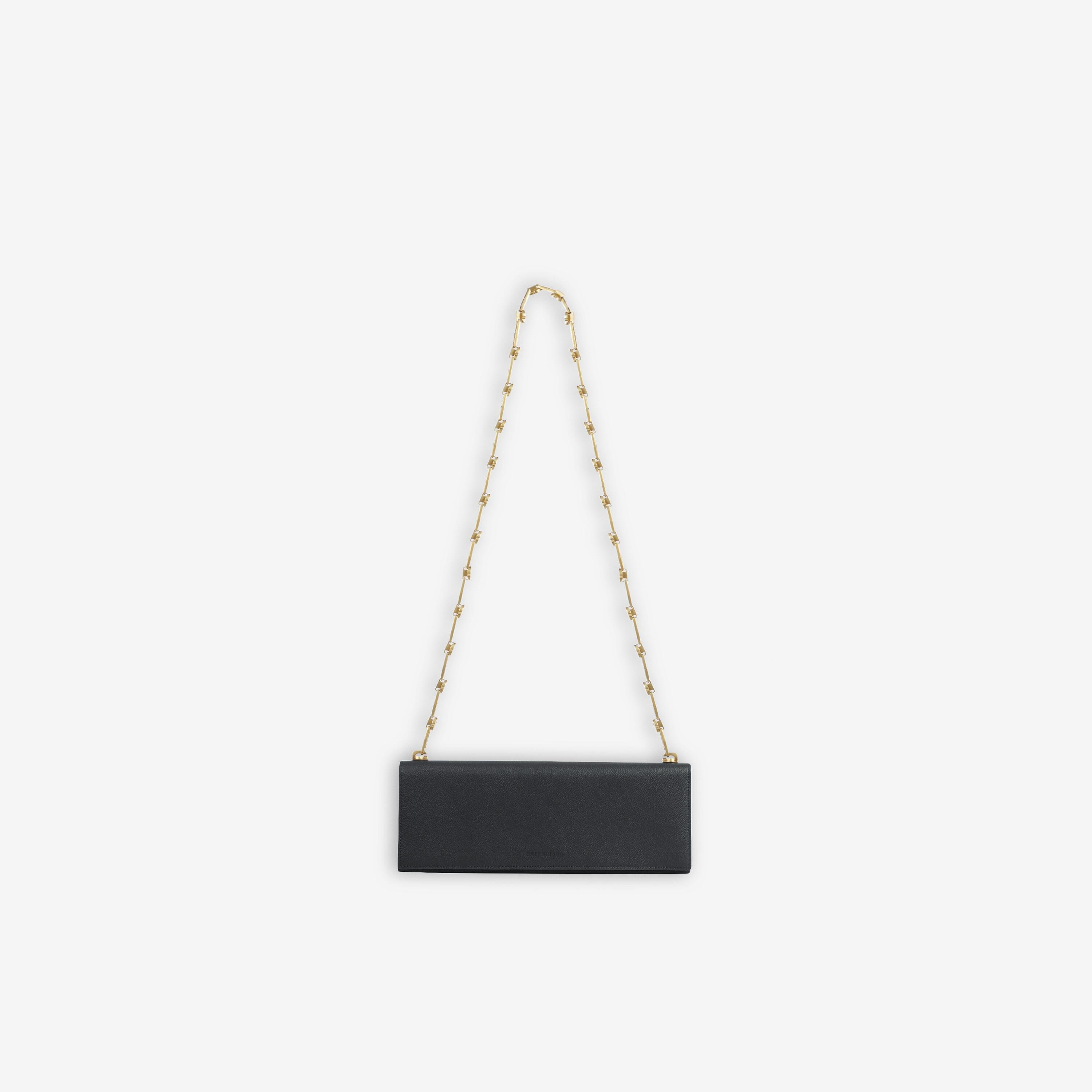 Essential Clutch With Chain 2
