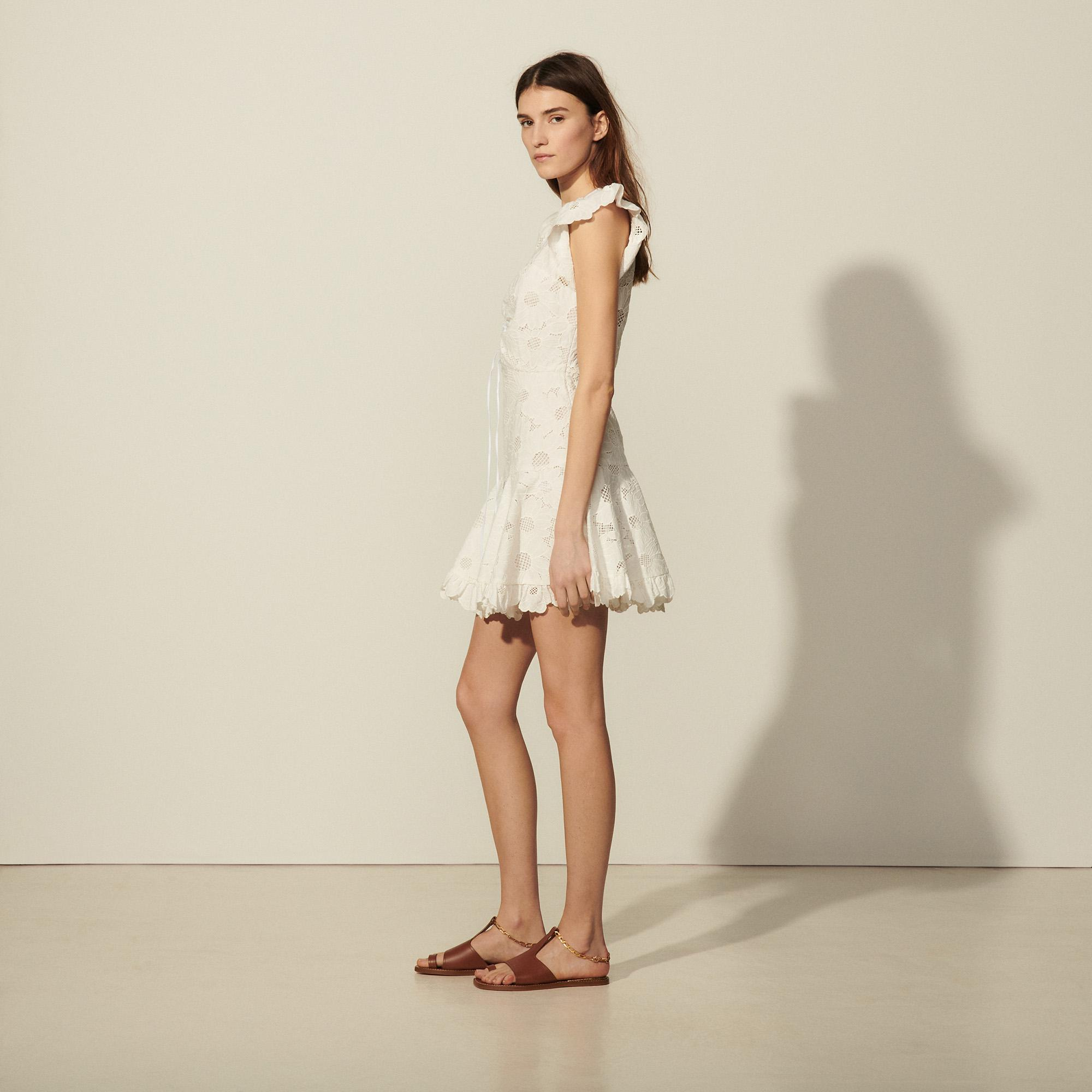 Short lace dress with embroidery 2