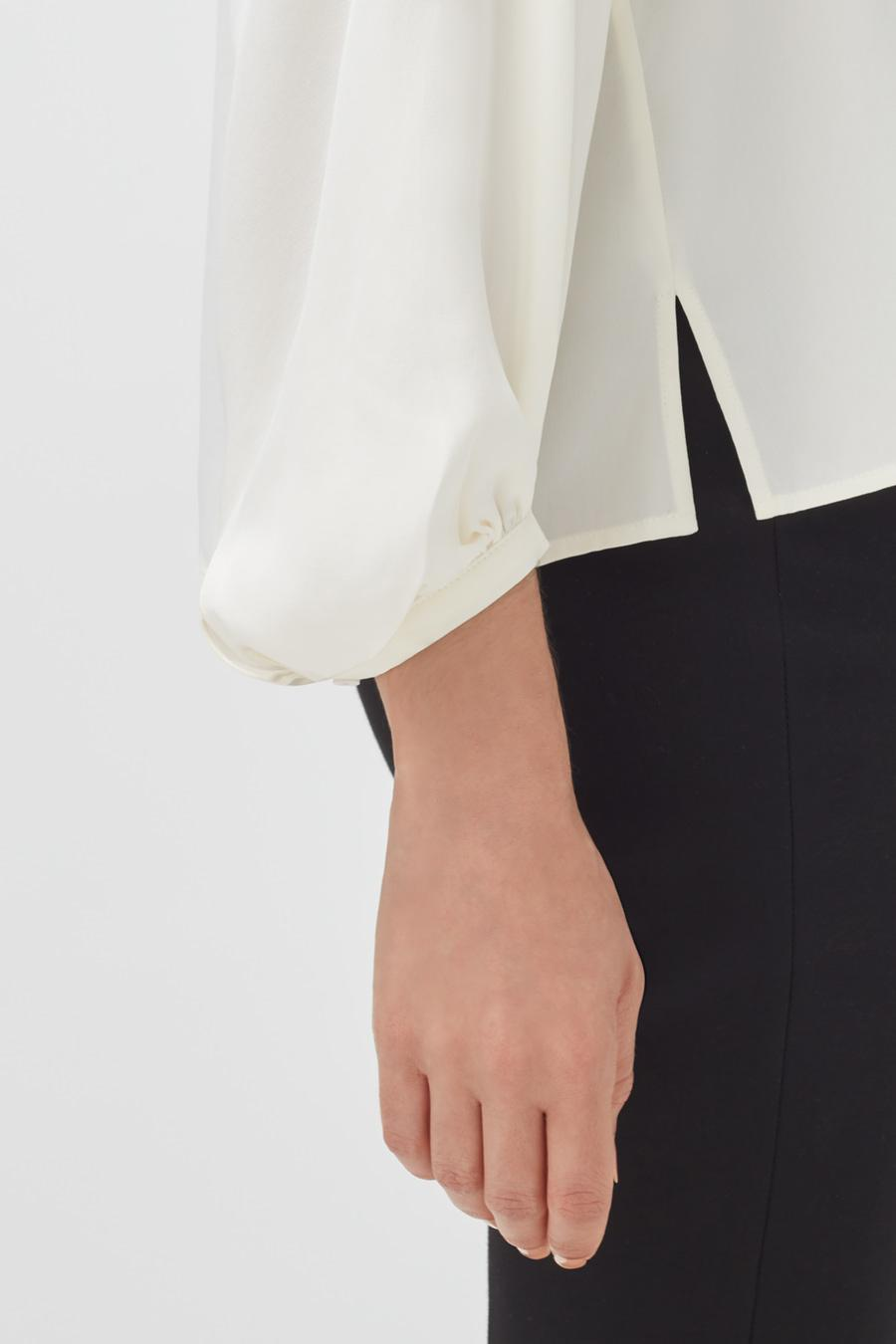 Women's Silk Bow Blouse in White | Size: 3