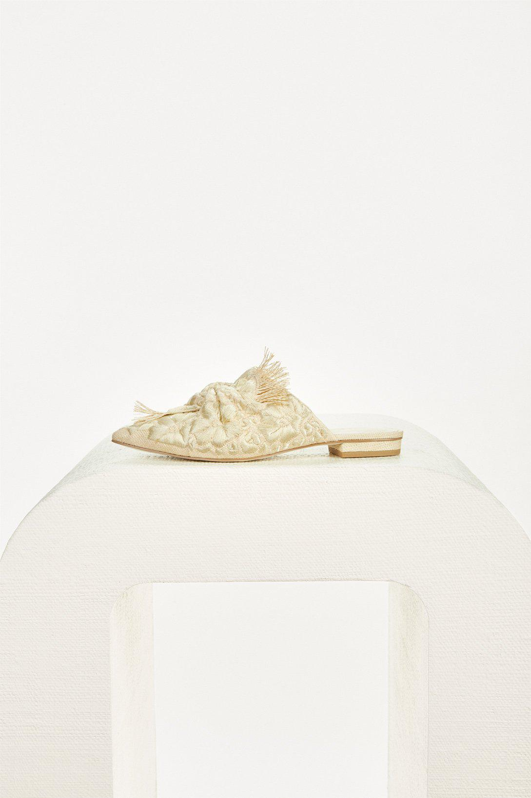 ANGIE FLAT - NATURAL EMBROIDERED