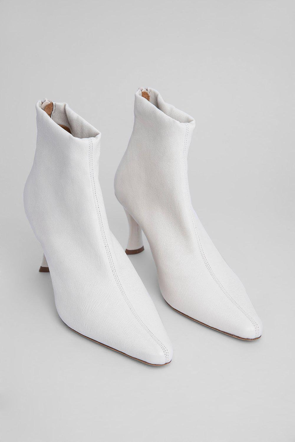 Stevie 22 White Stretch Leather 1