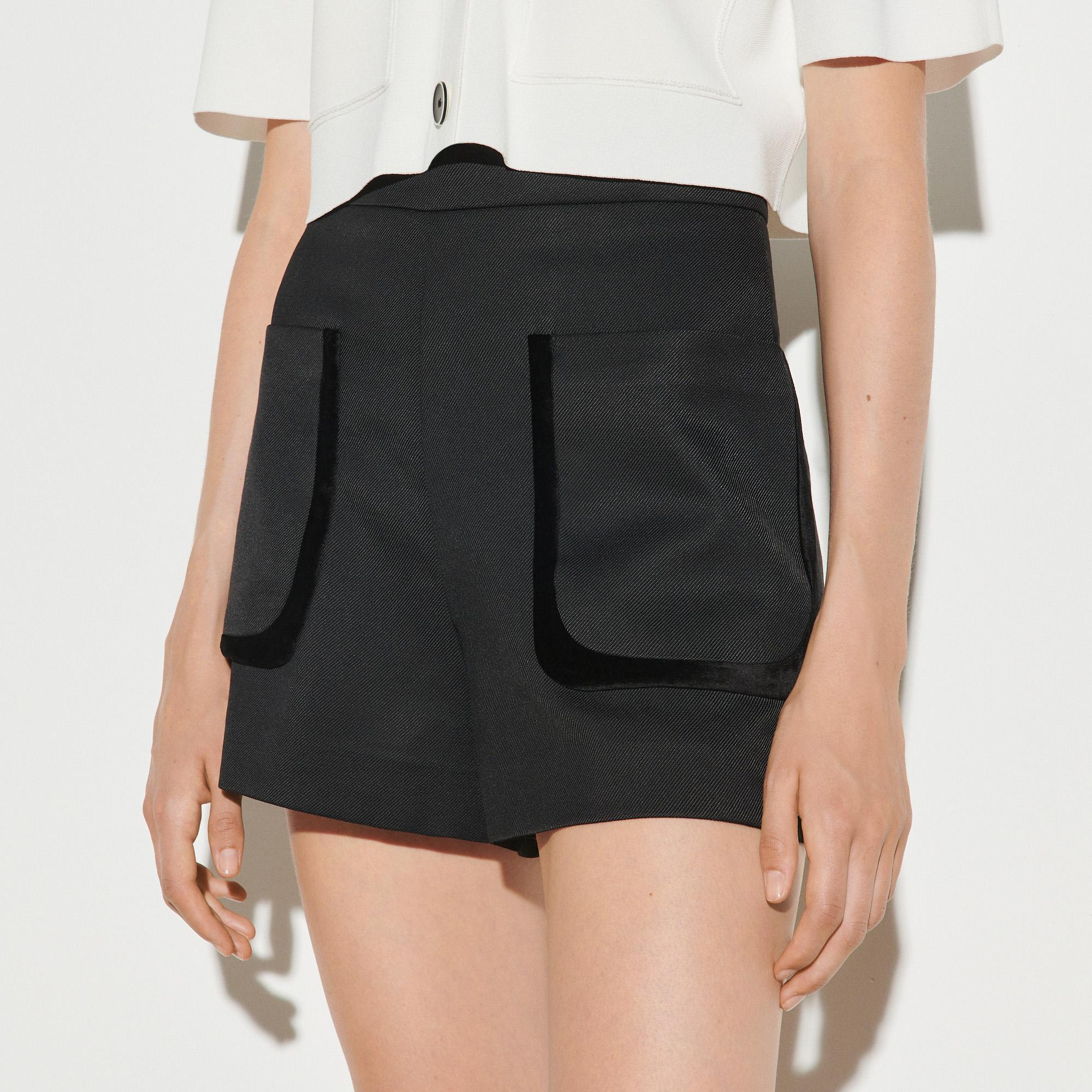 Shorts with large patch pockets 3