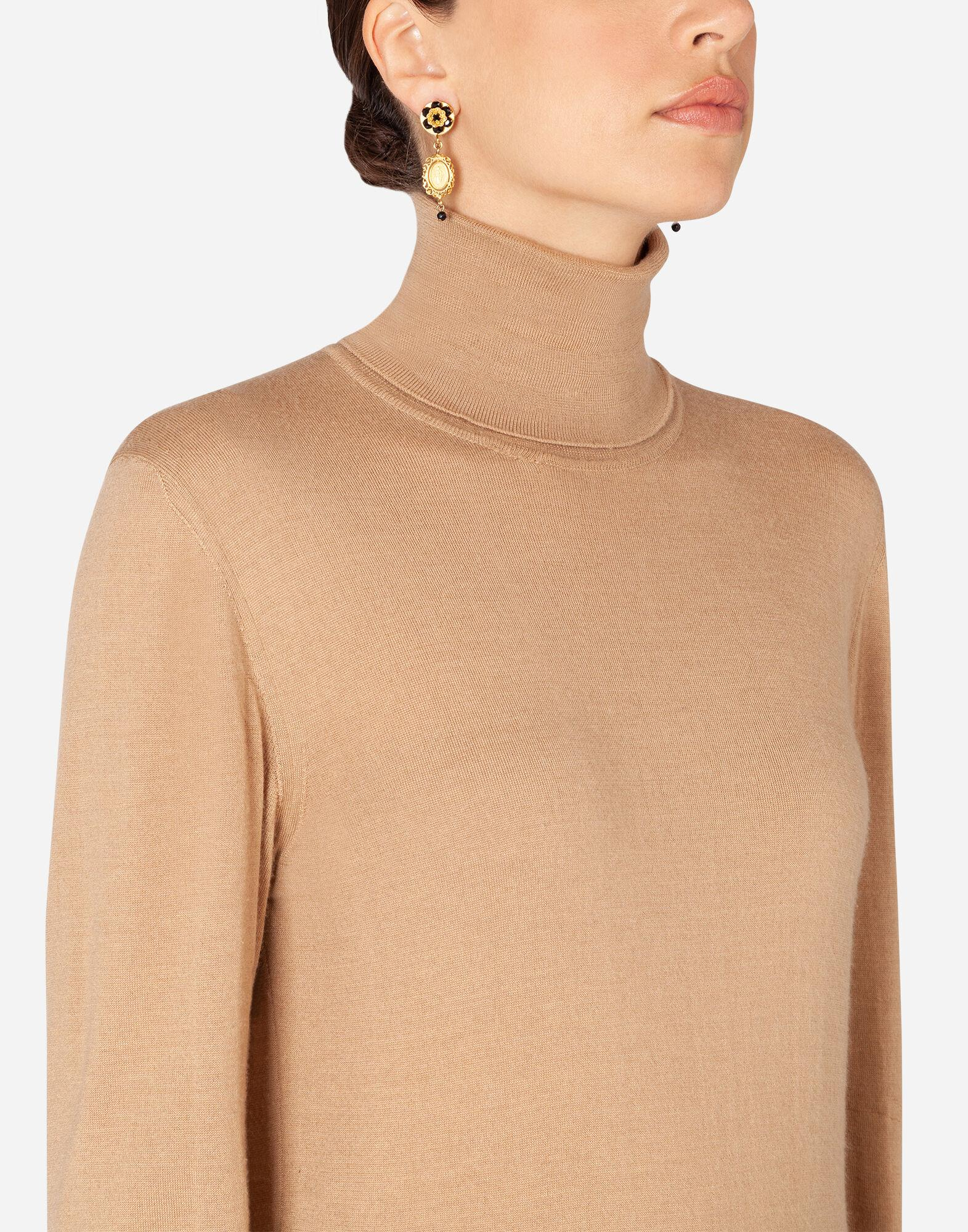 Cashmere and silk turtle-neck sweater 4
