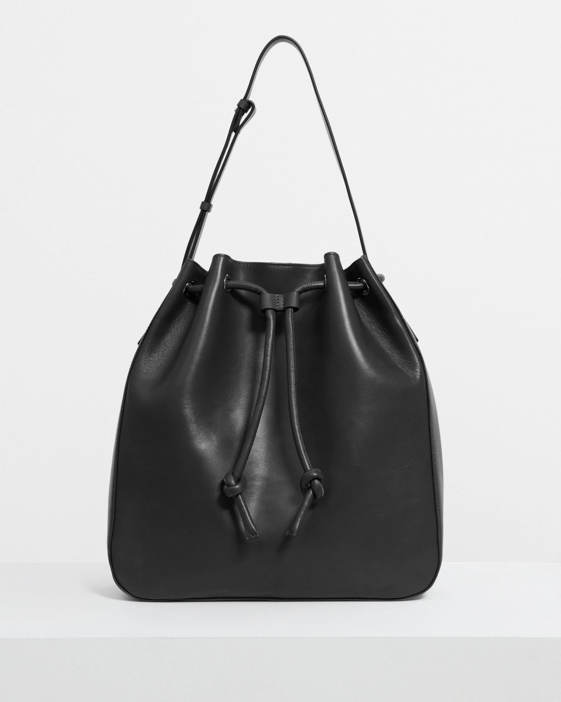 Large Bucket Bag in Leather 5