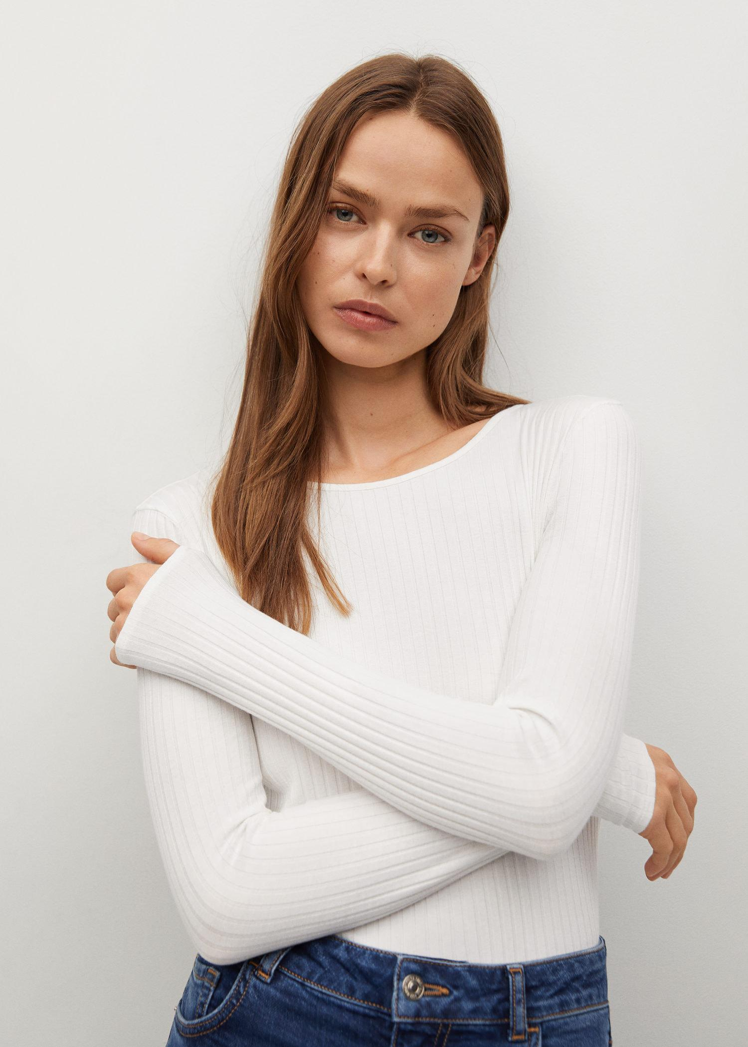 Long sleeved t-shirt with open back