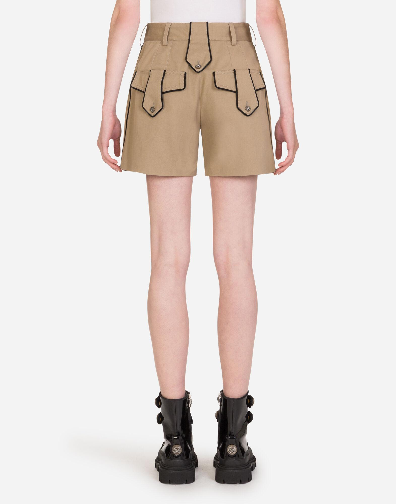 Drill shorts with military details 1
