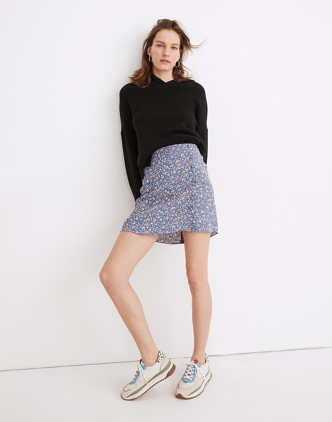 Porch Side-Button Mini Skirt in Summer Vines