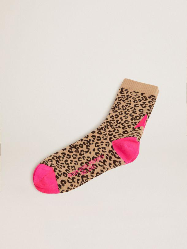 Animal-print socks with sand-colored base and fuchsia details