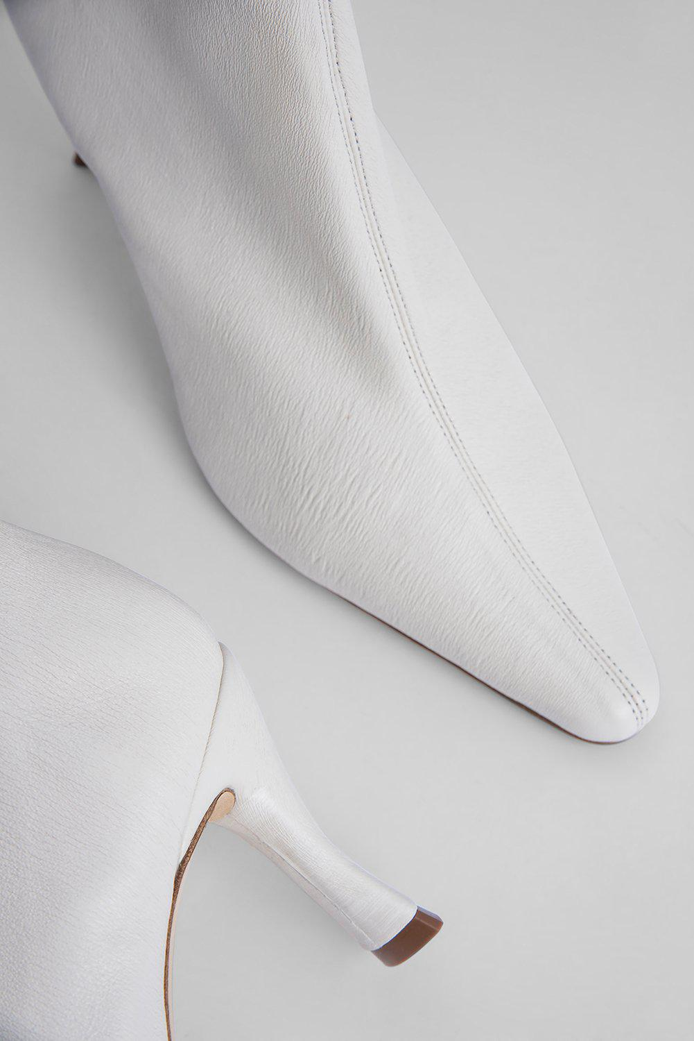 Stevie 22 White Stretch Leather 3