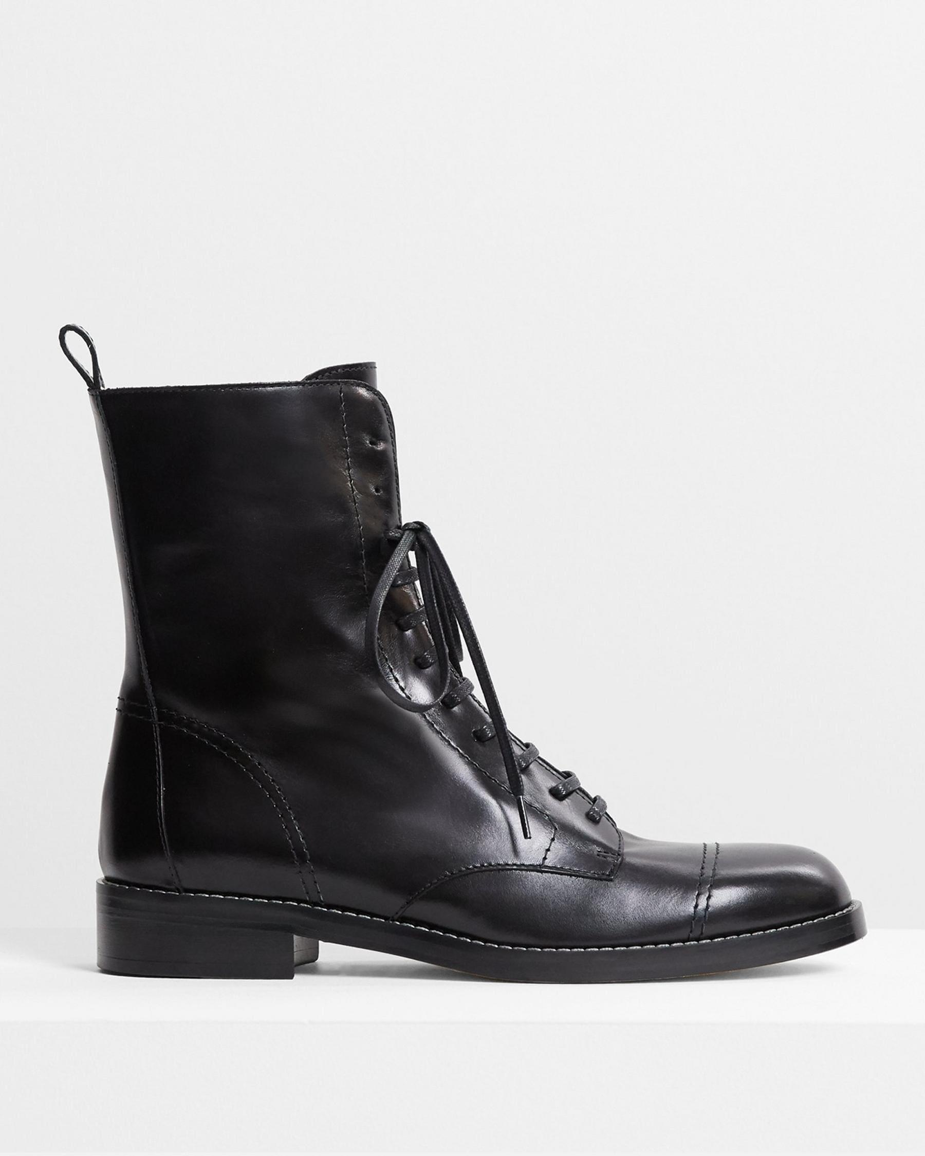 Laced Boot in Satin Leather 1