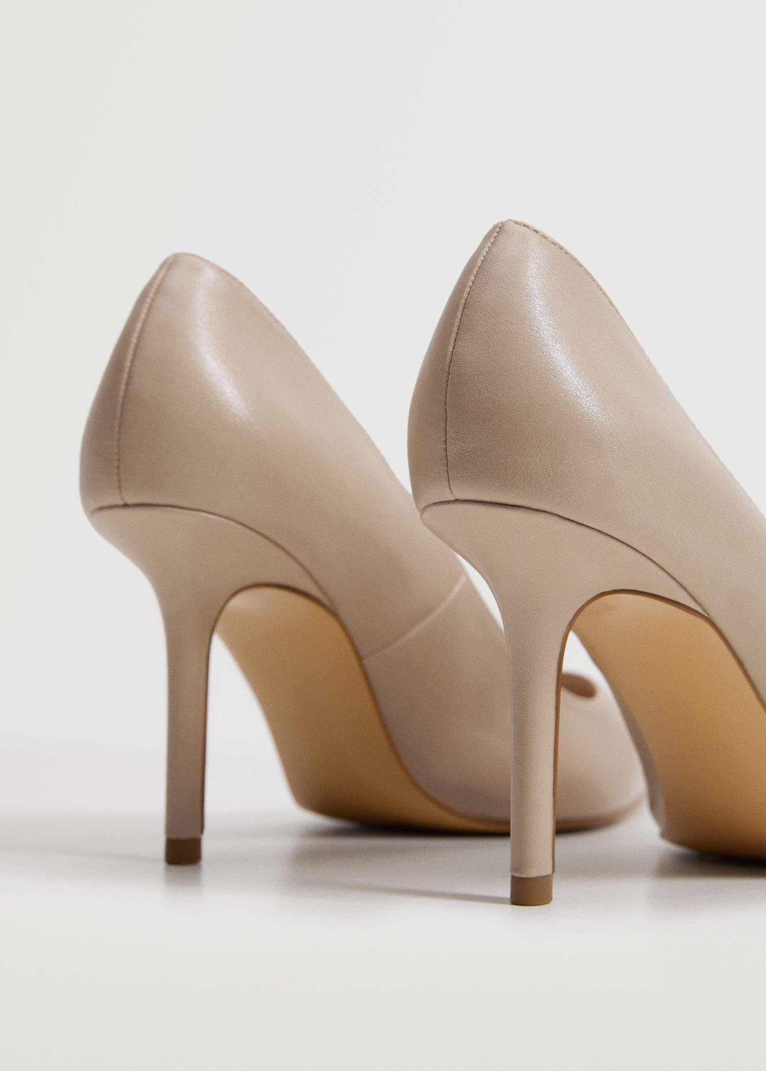 Pointed toe pumps 2