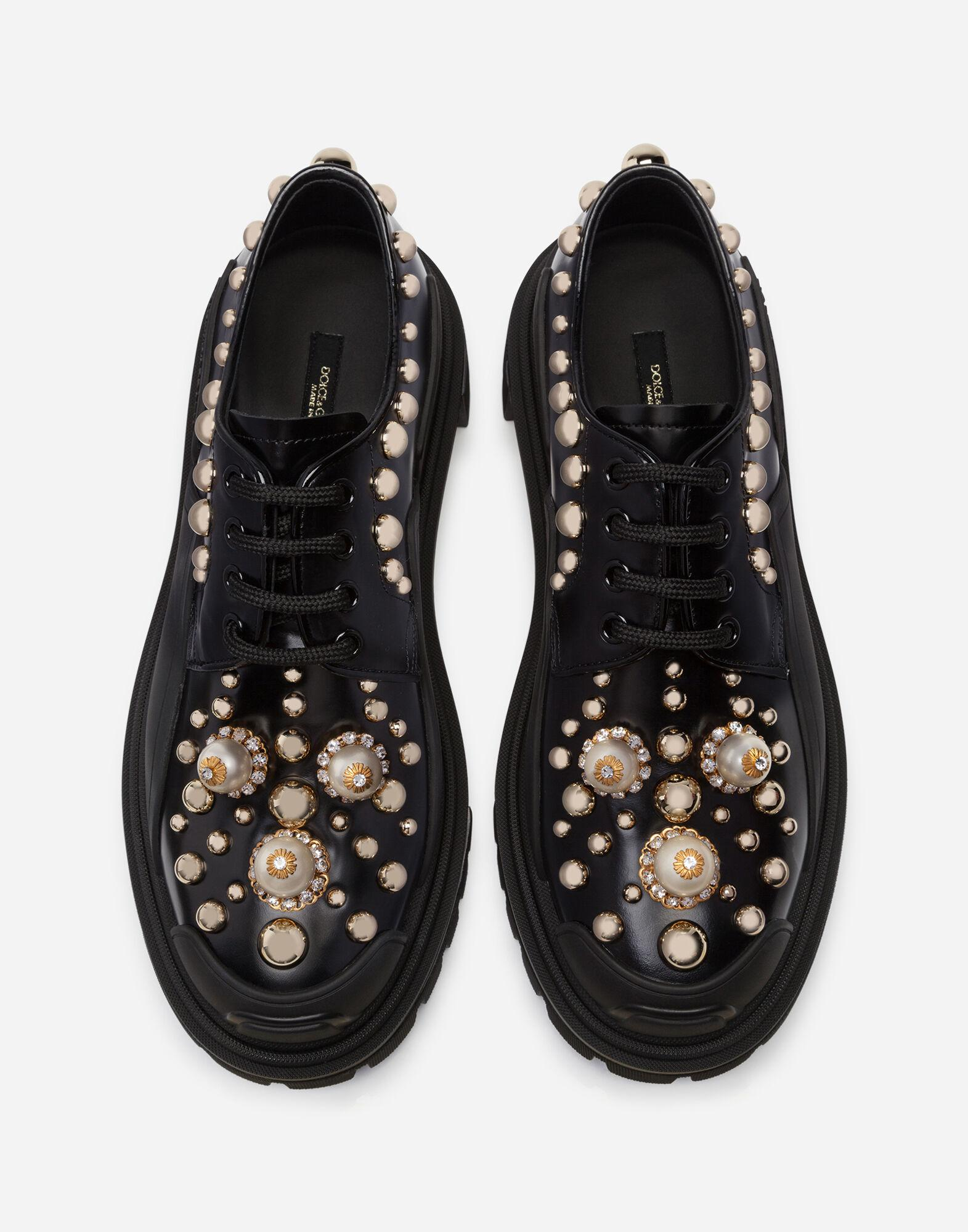 Polished calfskin trekking derby with pearled and studded embroidery 3