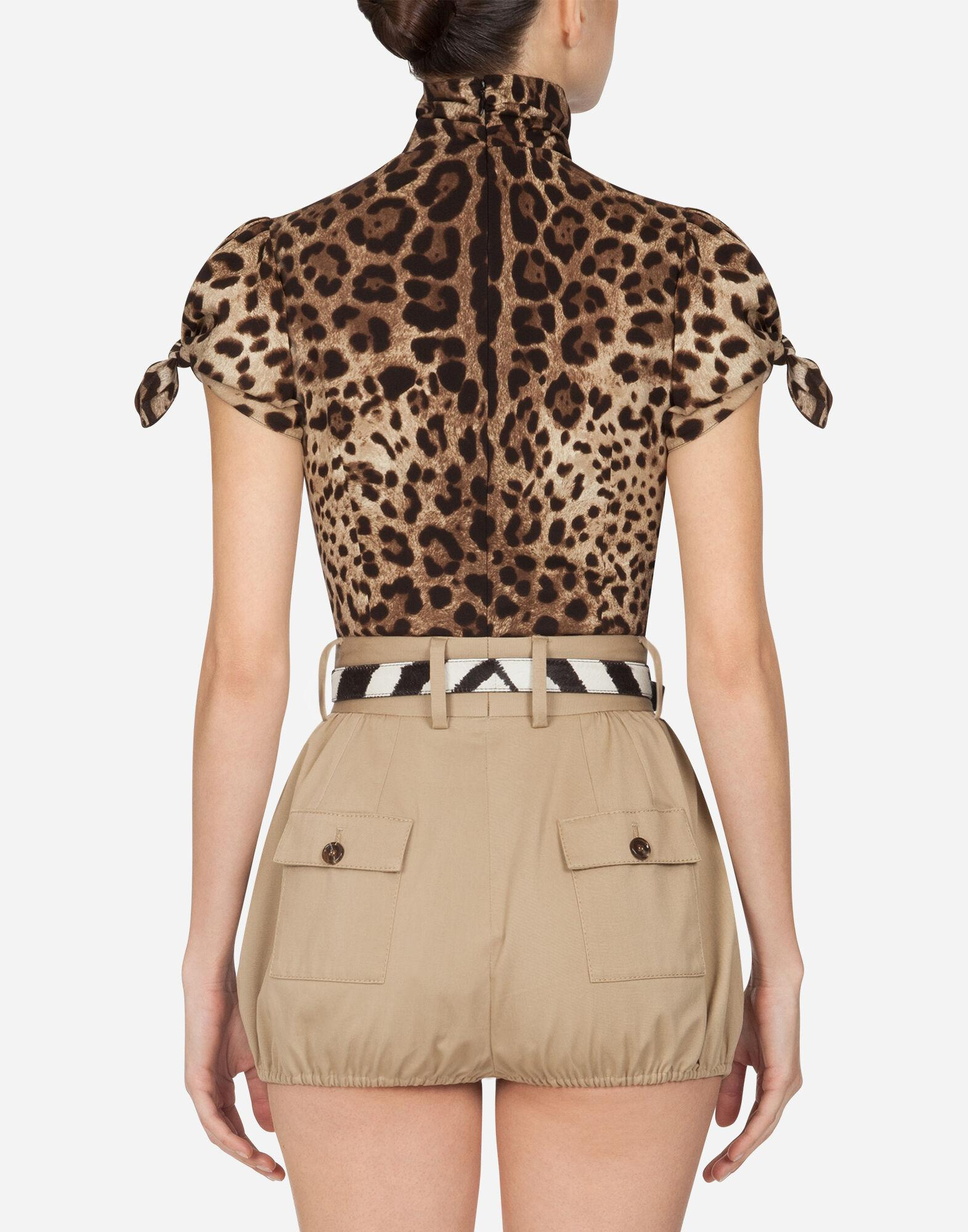 Top in charmeuse with leopard print 1