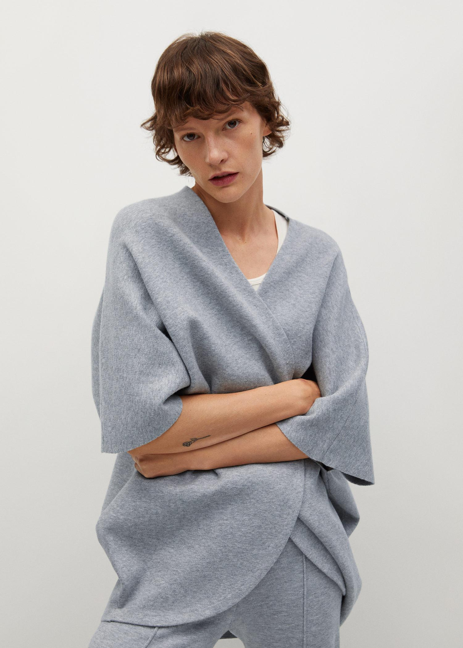 Oversized knitted cape 3