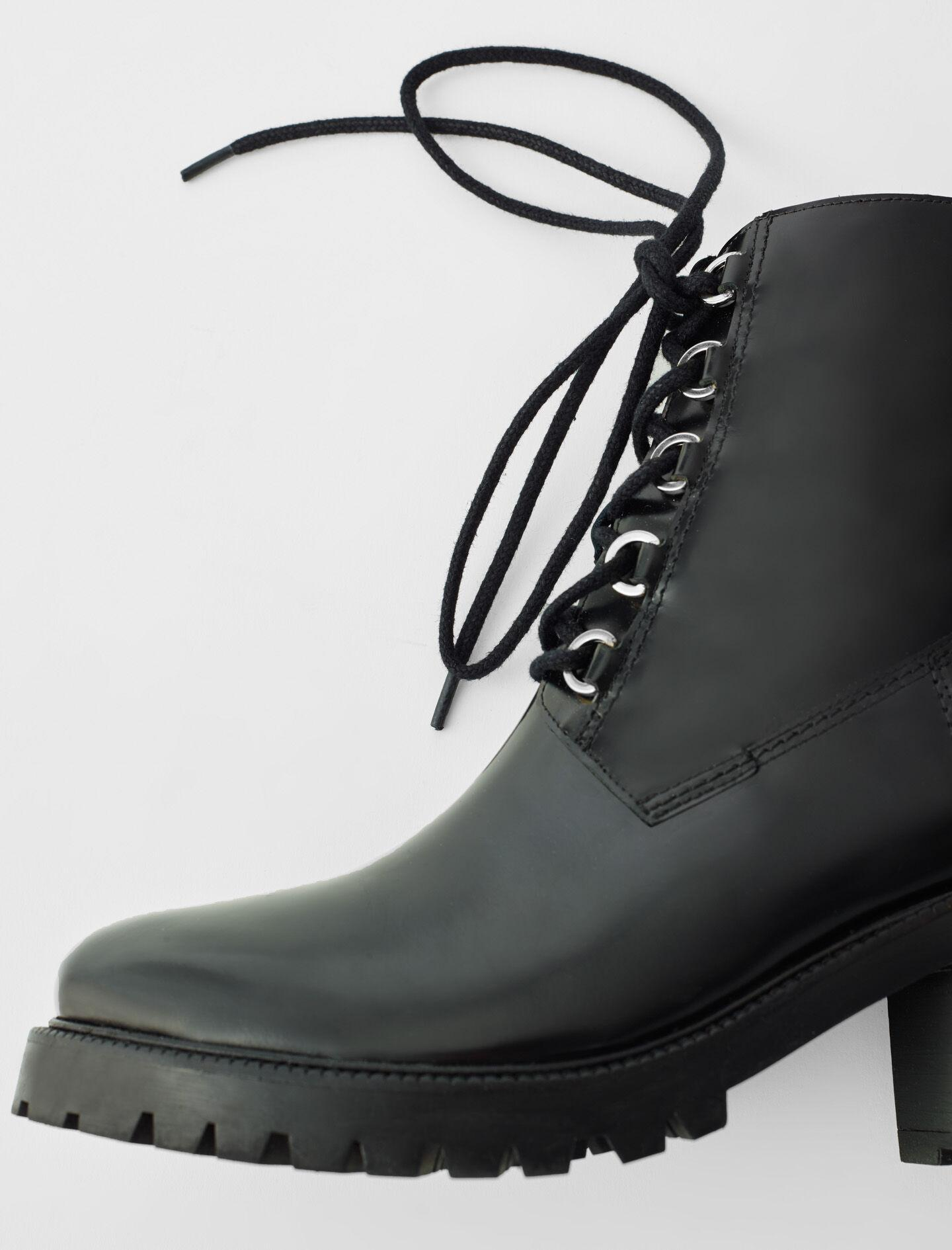 BLACK LEATHER HEELED BOOTS 4