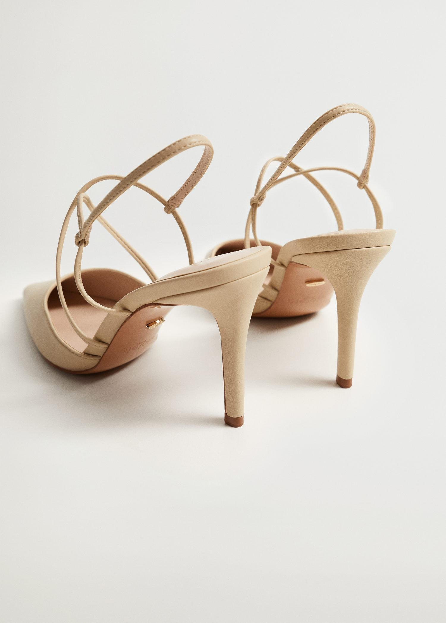 High-heeled shoes with straps 2