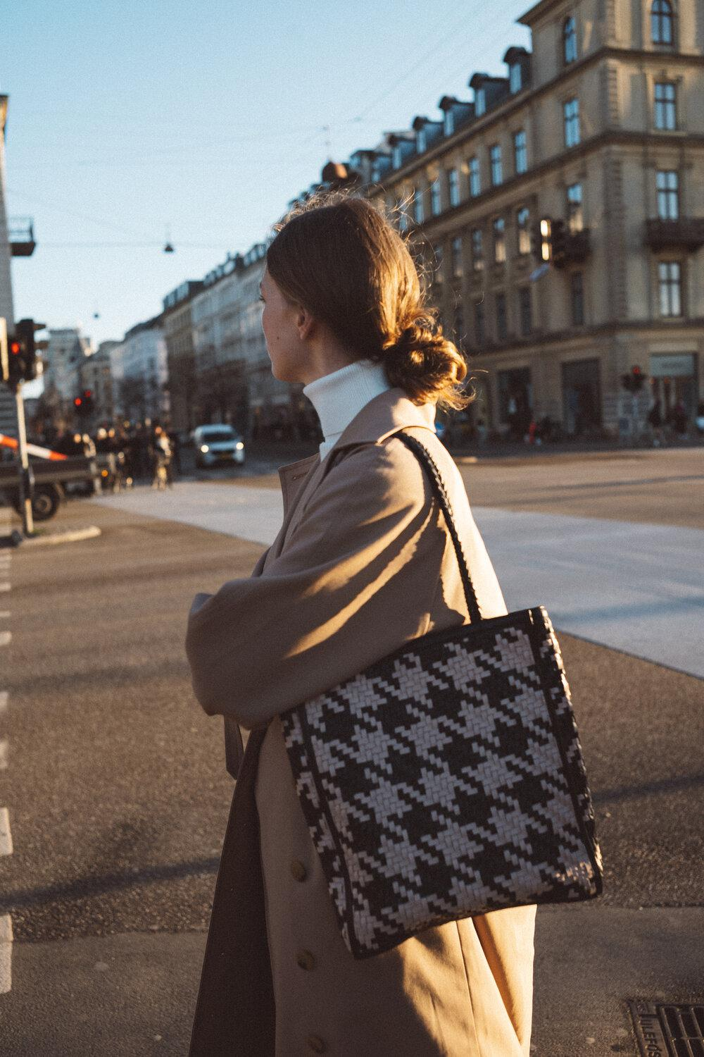 Le Tote - Houndstooth 1
