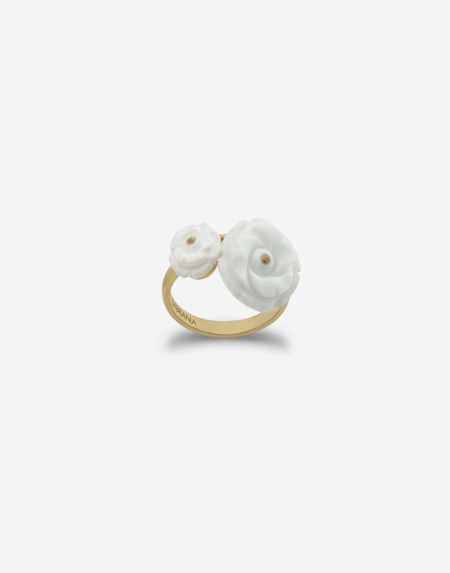 Mamma ring in yellow gold and white opals