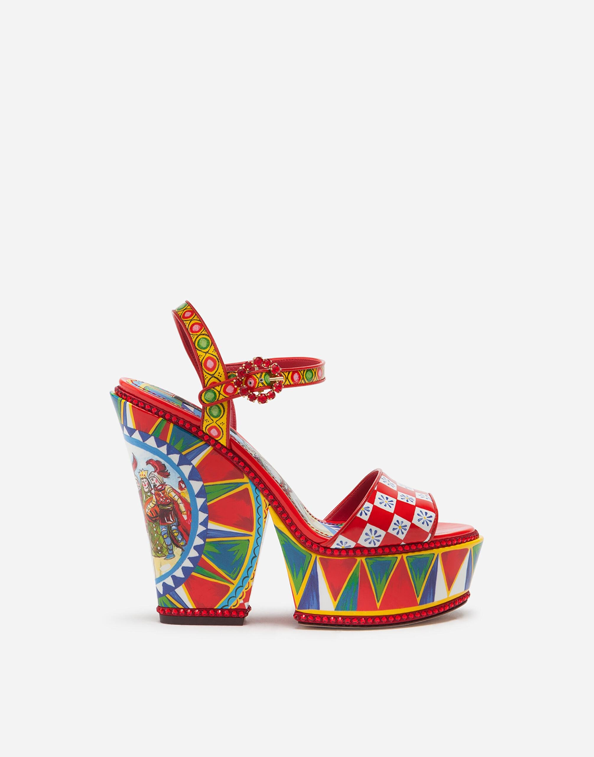 Patent leather sandals with wedge heel and Sicilian carretto print