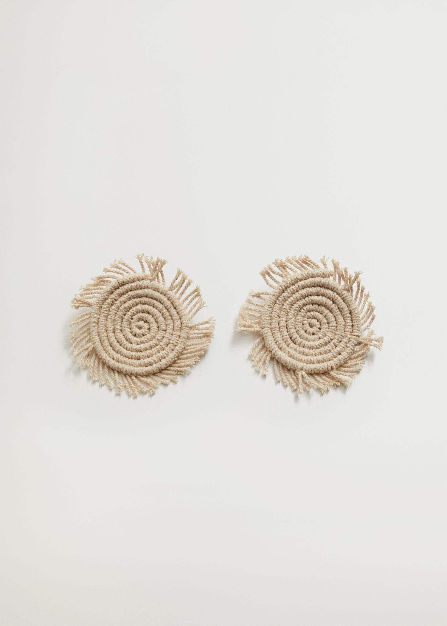 Circular earrings with fringes