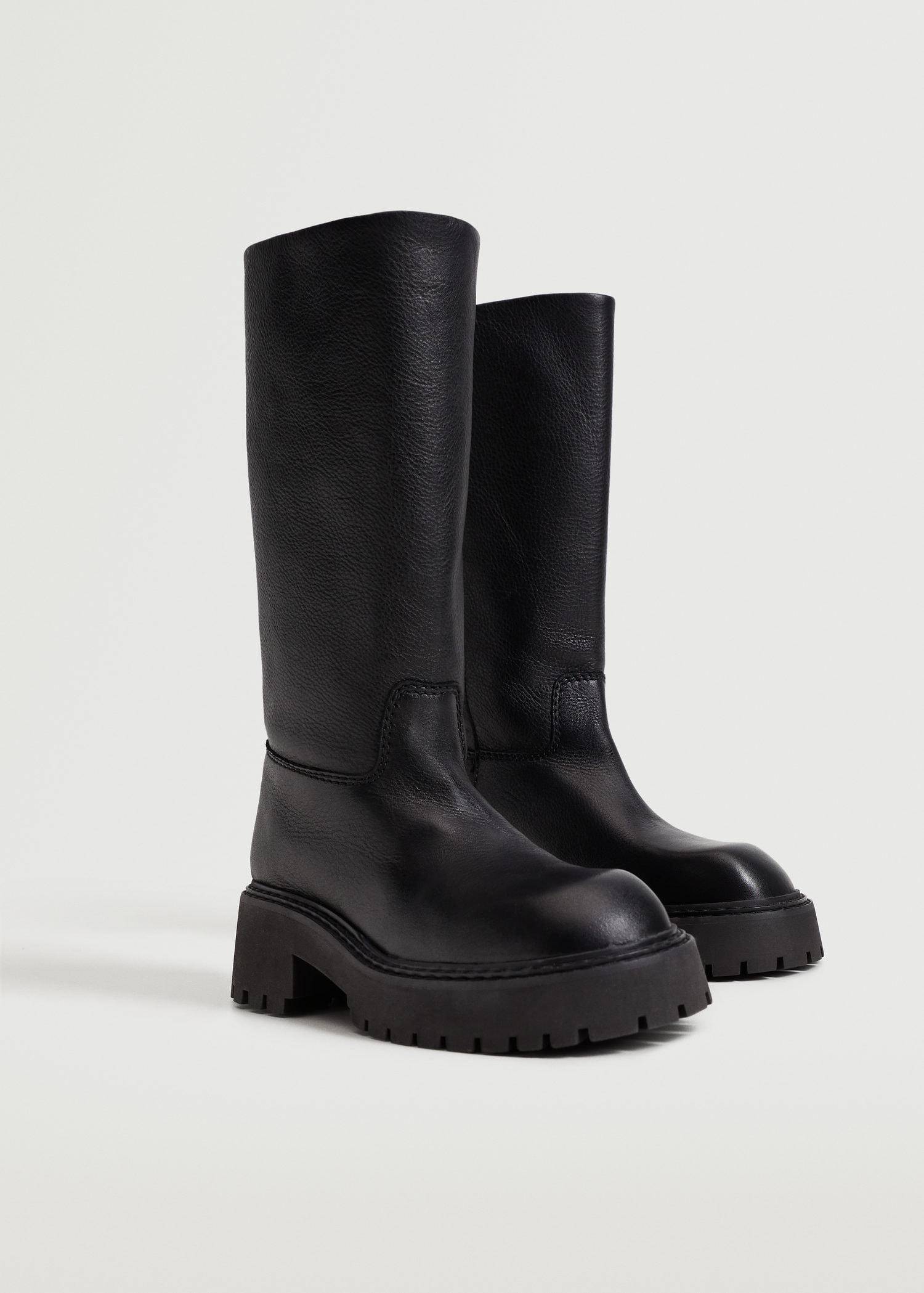 Leather boots with tall leg