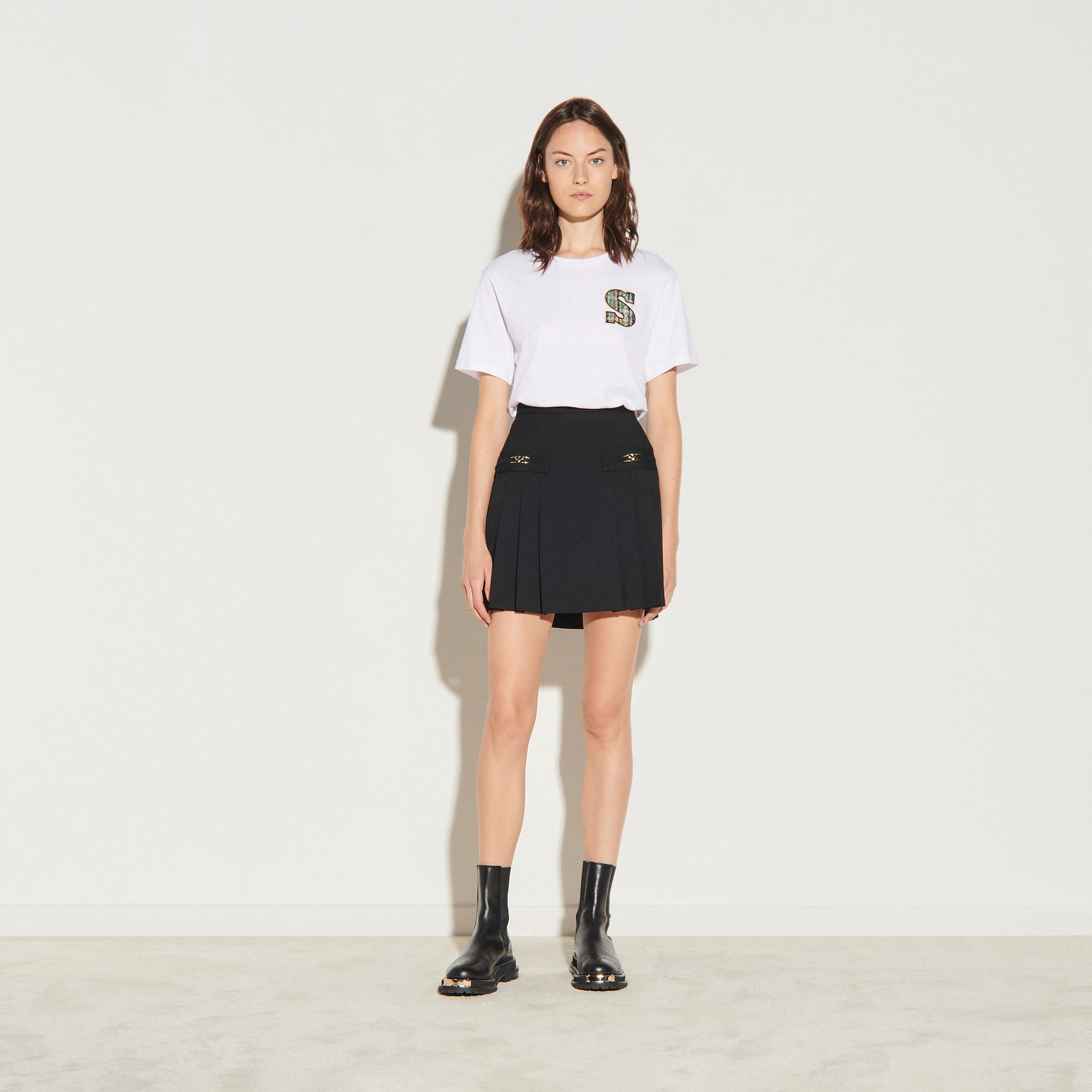 Short skirt with stitched pleats 4