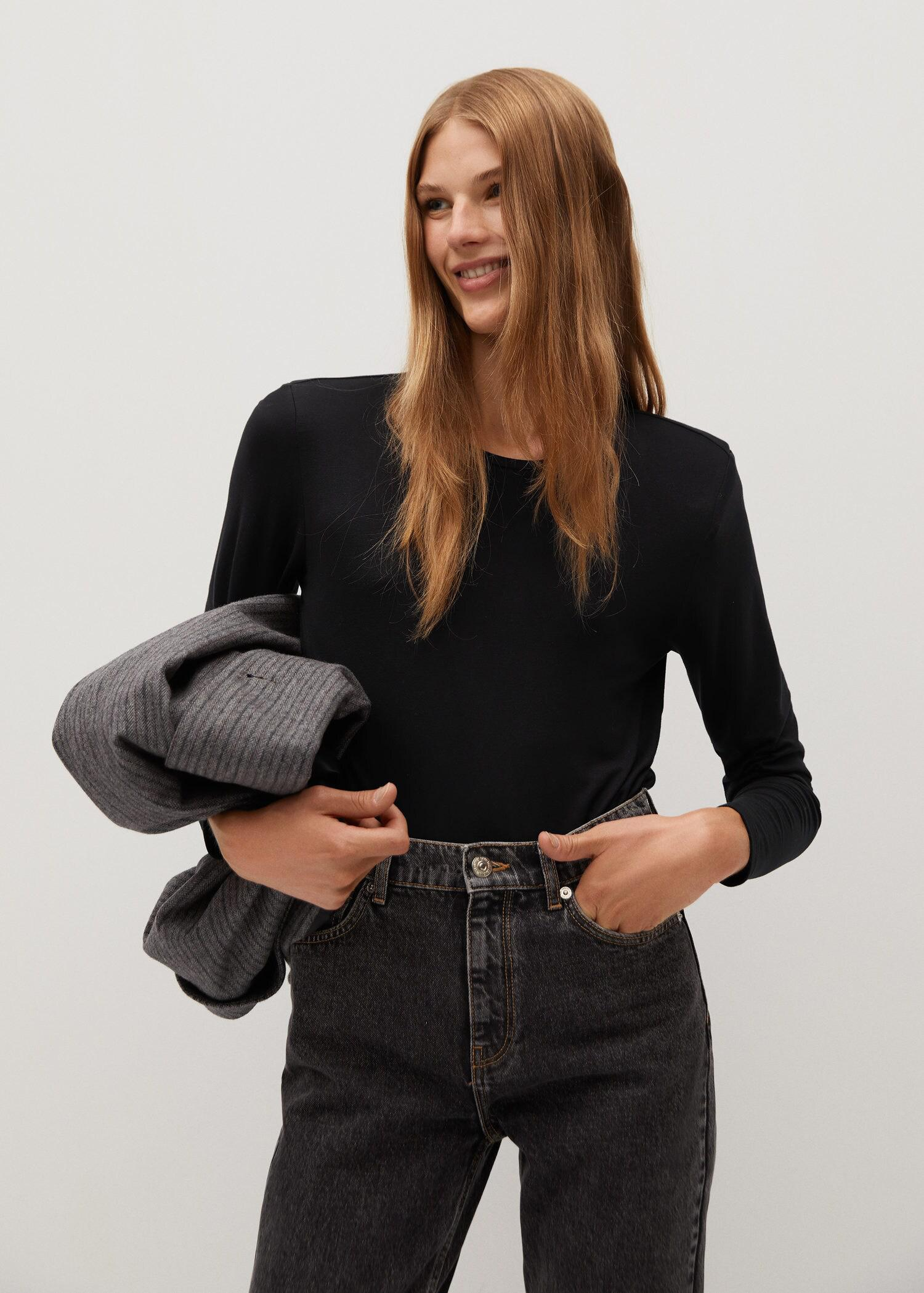 Long-sleeved t-shirt with shoulder pad