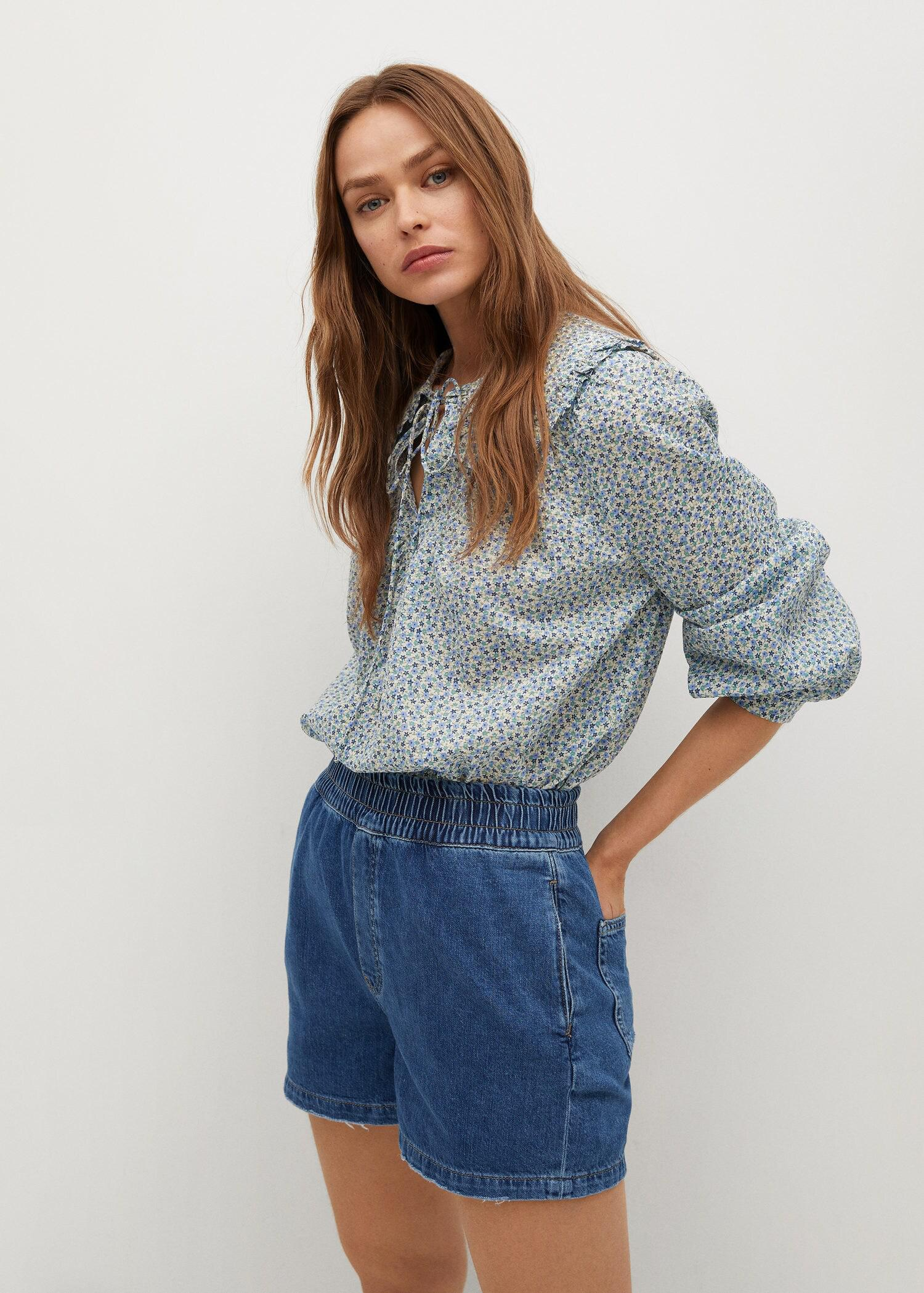 Slouchy shorts with elastic waist