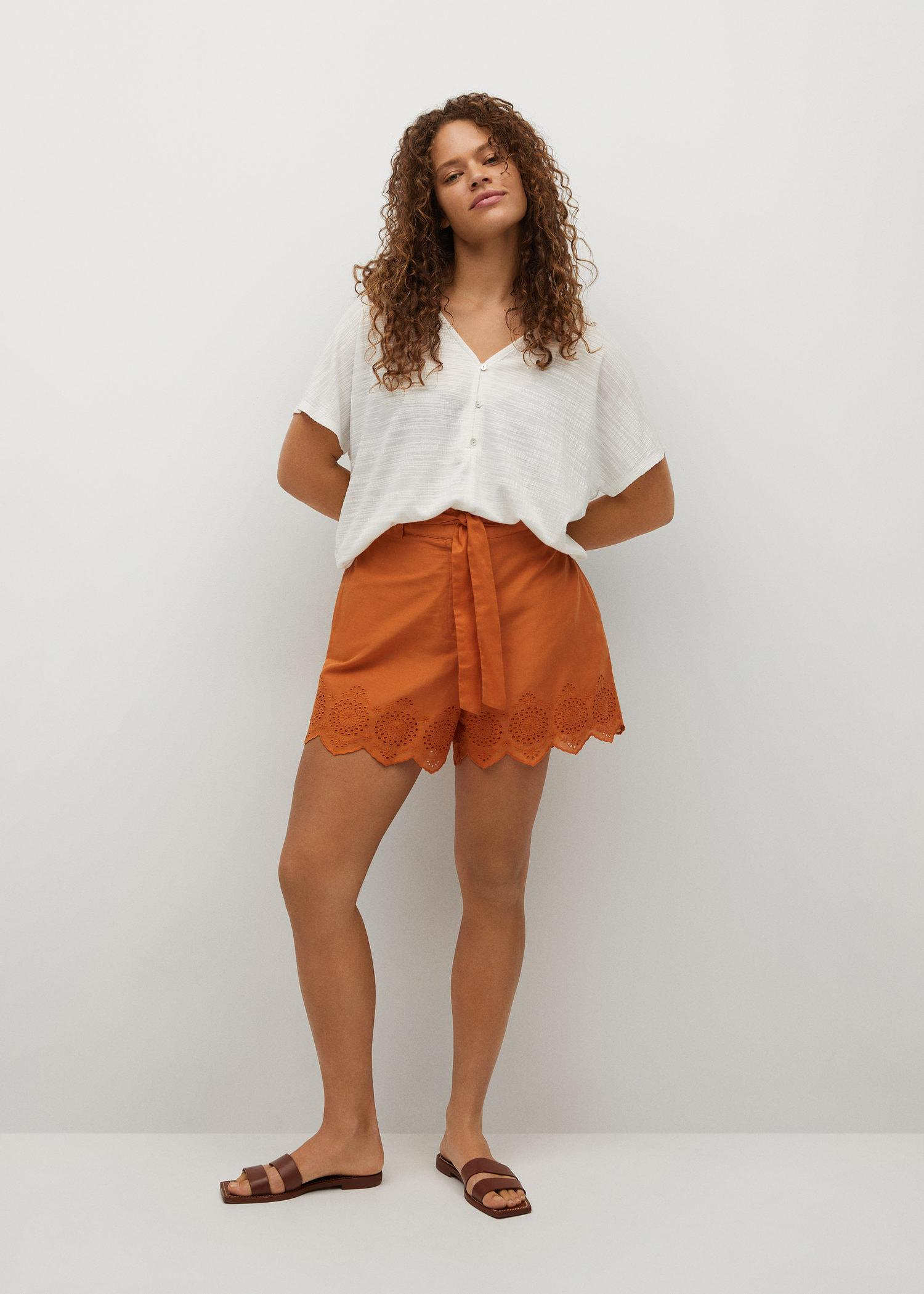 Oversized t-shirt with buttons