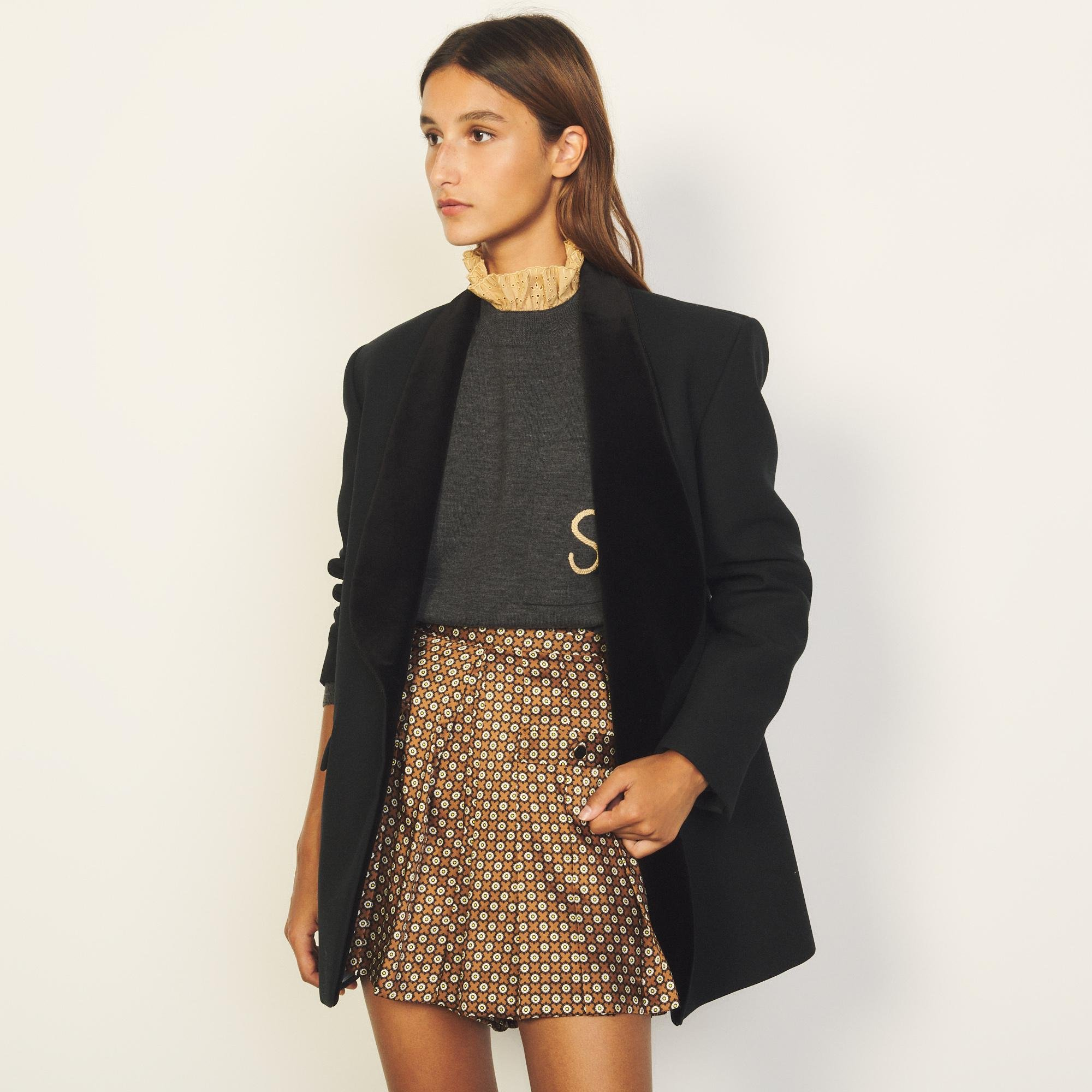 Sweater with contrasting ruffled collar