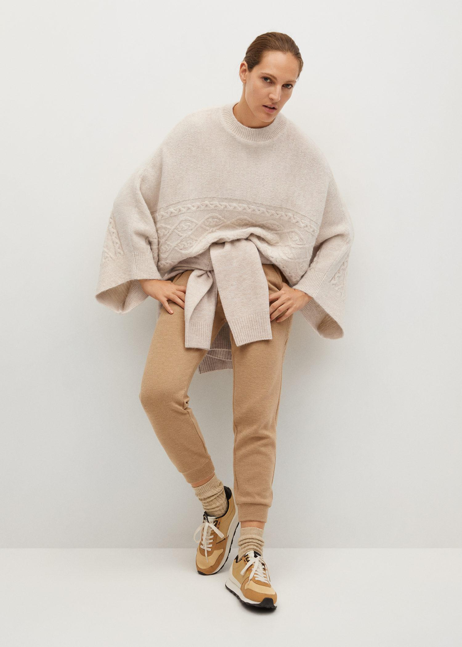 Oversized knitted cape 1